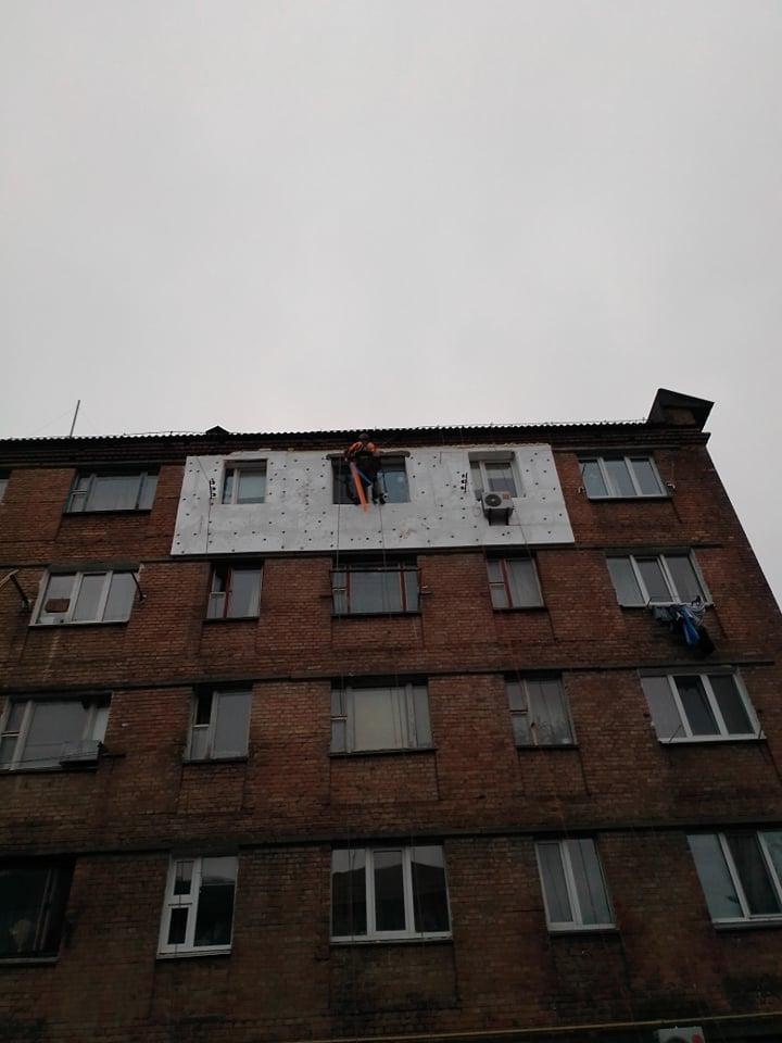 Фото Набивка пінопласту на фасад.