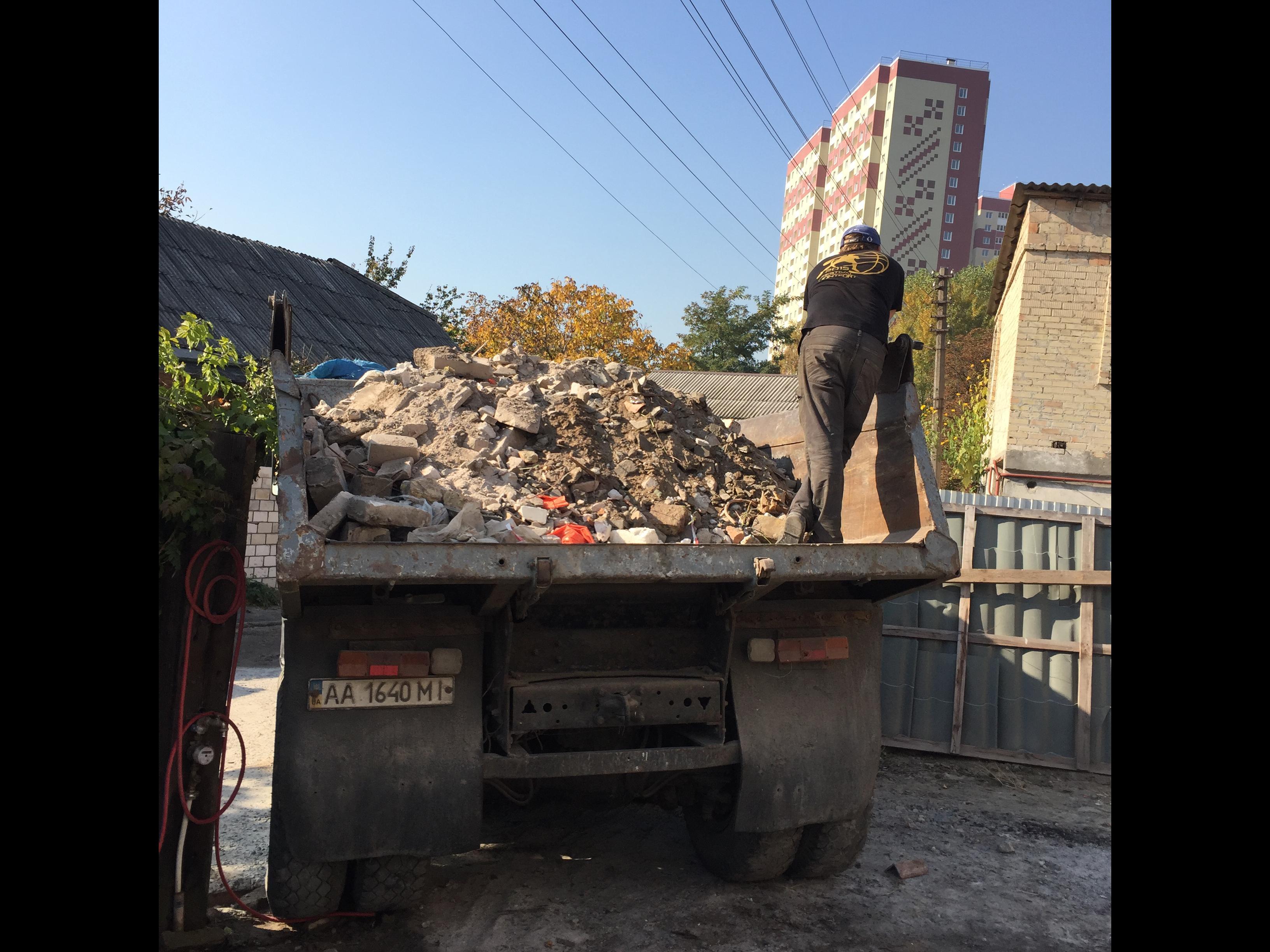 Фото Погрузка строительного мусора.