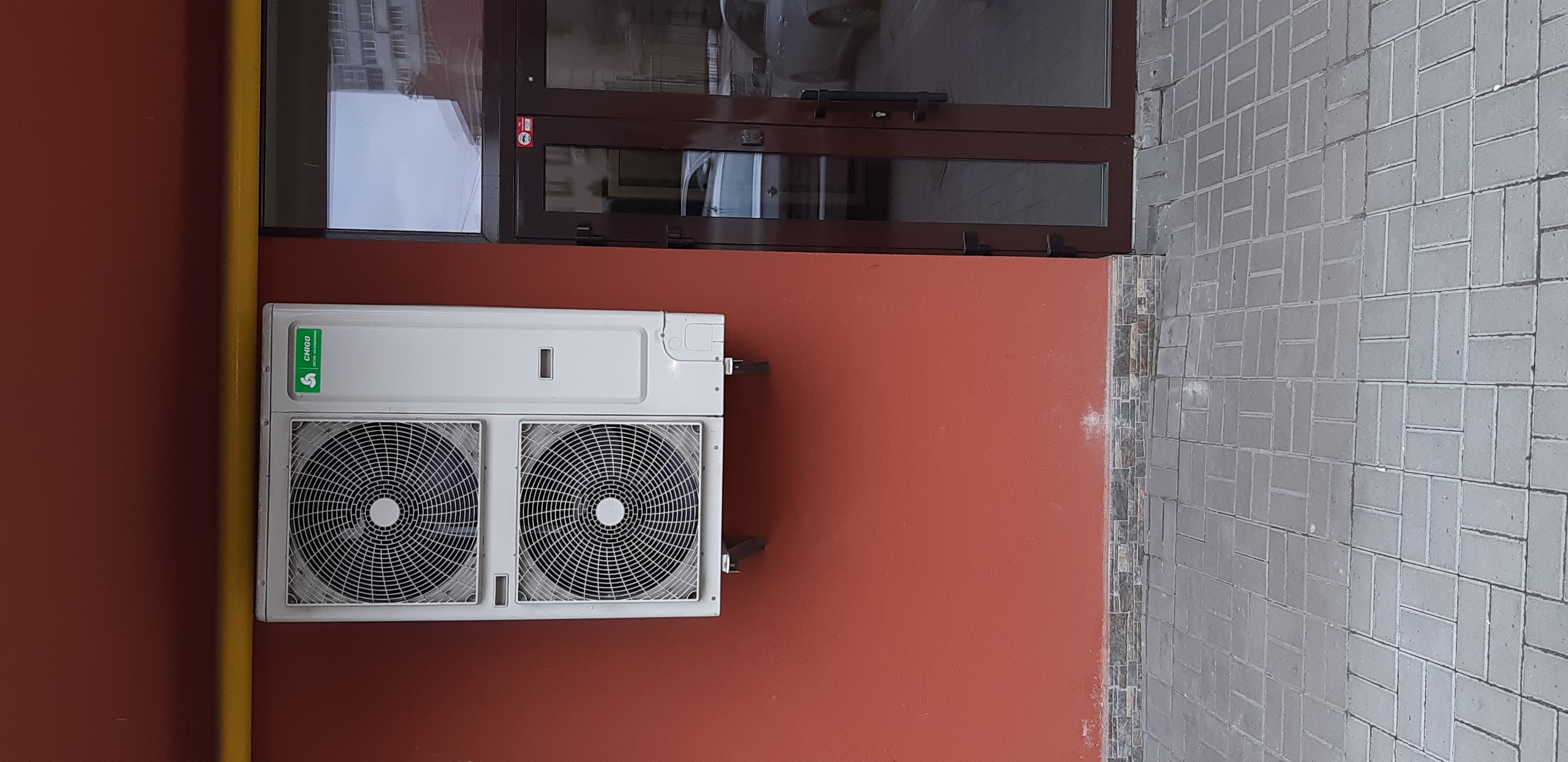 Фото Сплит система с двумя внутреними блоками.