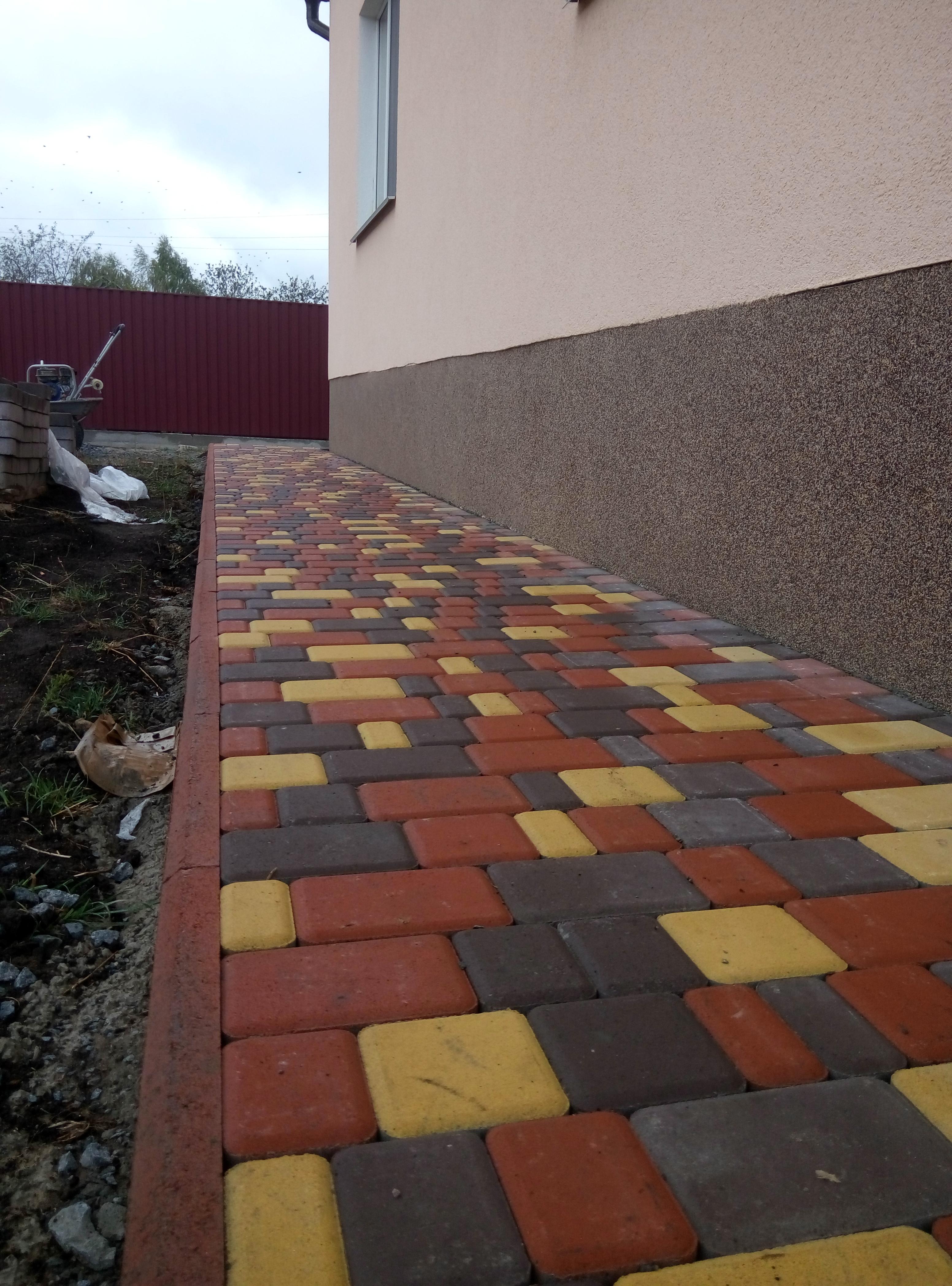 Фото Укладка тротуарной плитки . 1