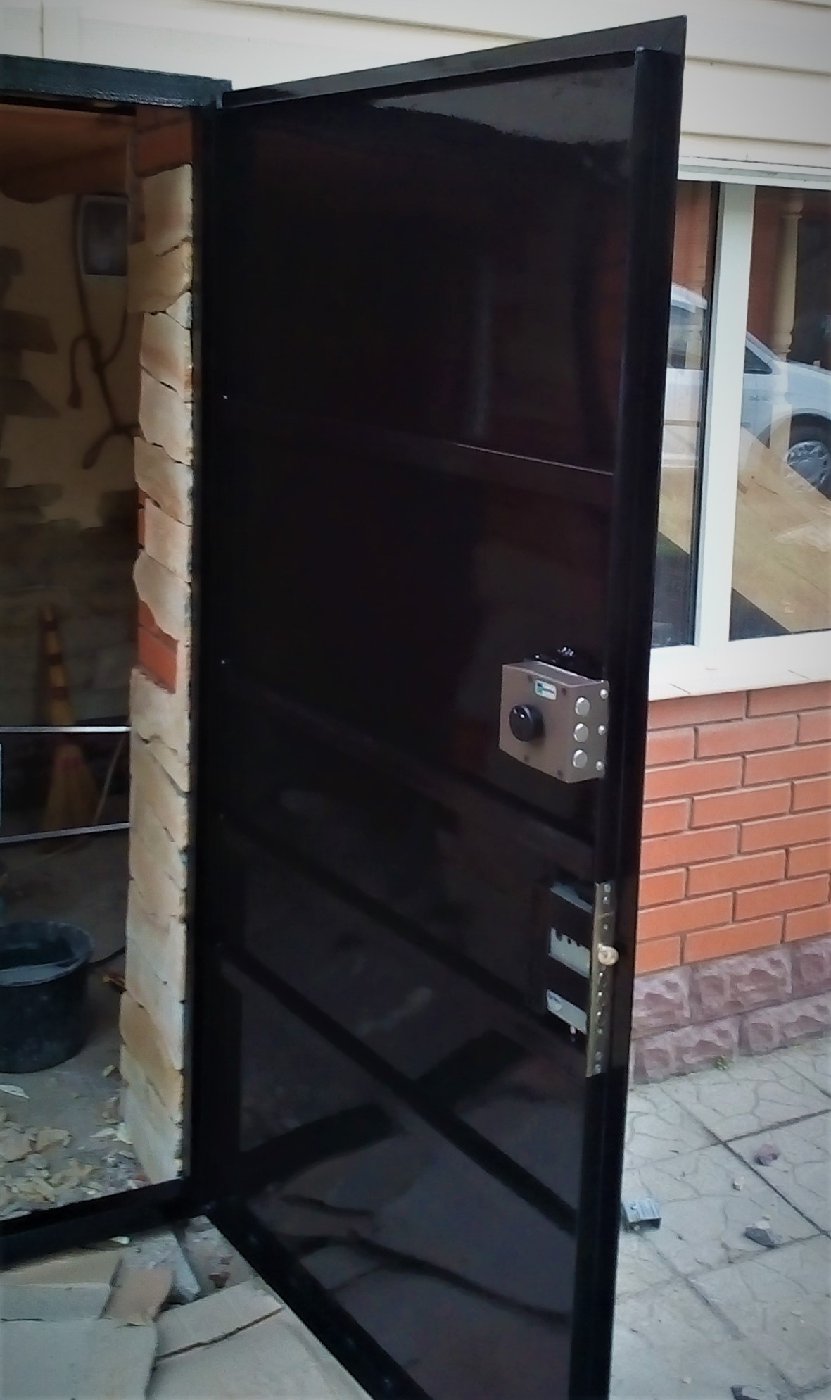 Фото Изготовление и монтаж металлических дверей.