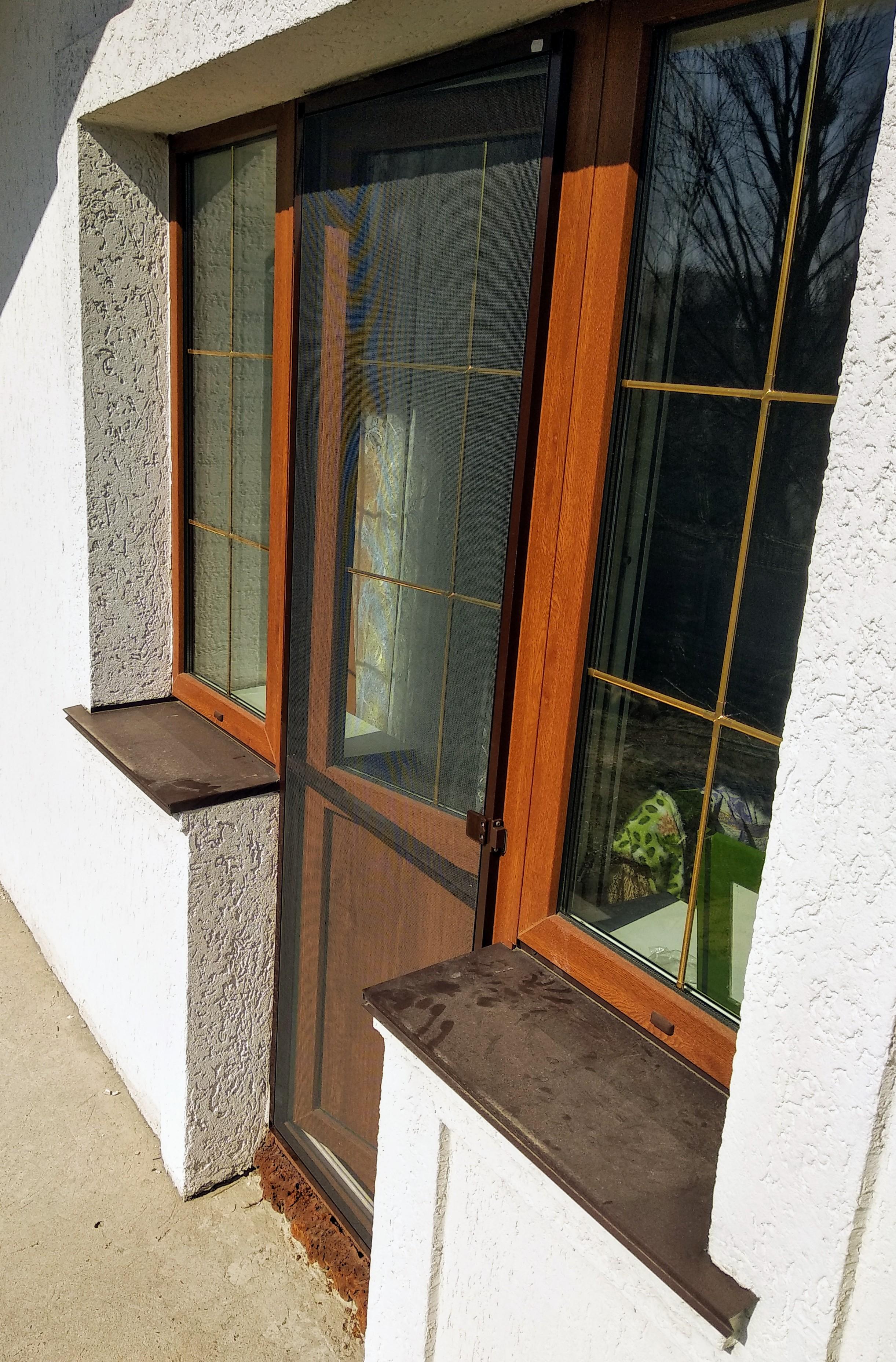 Фото Ремонт балконного блока. Установка дверной москитной сетки.