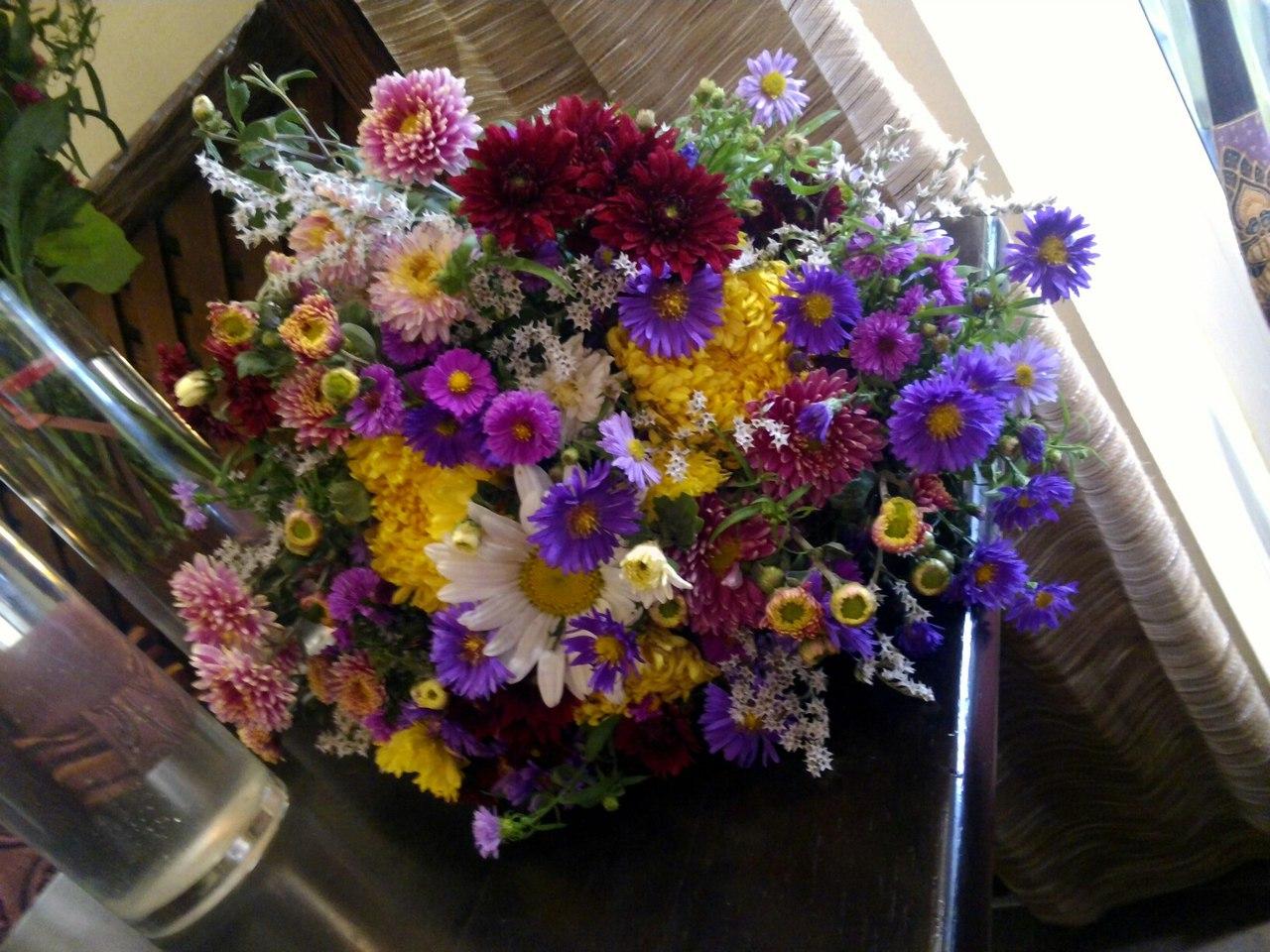 Фото Доставка сезонных цветочков)