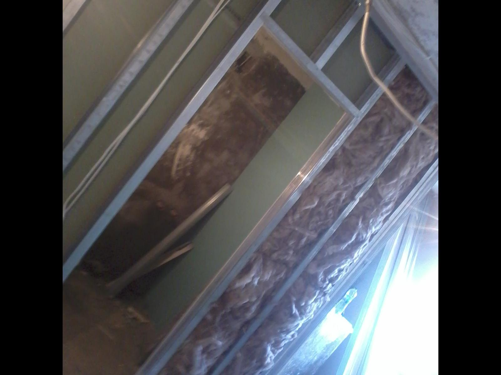 Фото монтаж перегородки с гибсокартона внутри с мин.ватой для шумоизоляции