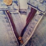 Ремонт одежды, замена молний, пришивание крючков, кнопок, пуговиц, пробивание петель