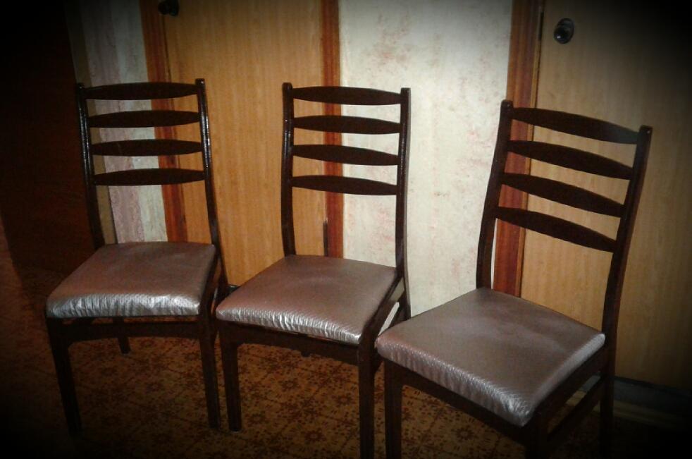 Фото ☆ Реставрация стульев: - Восстановление деревянного каркаса, его укрепление; - Полная замена наполнителя и перетяжка новой тканью.
