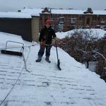 Уборка снега, сосулек,  Наледи с крыши методом промышленных альпинистов.