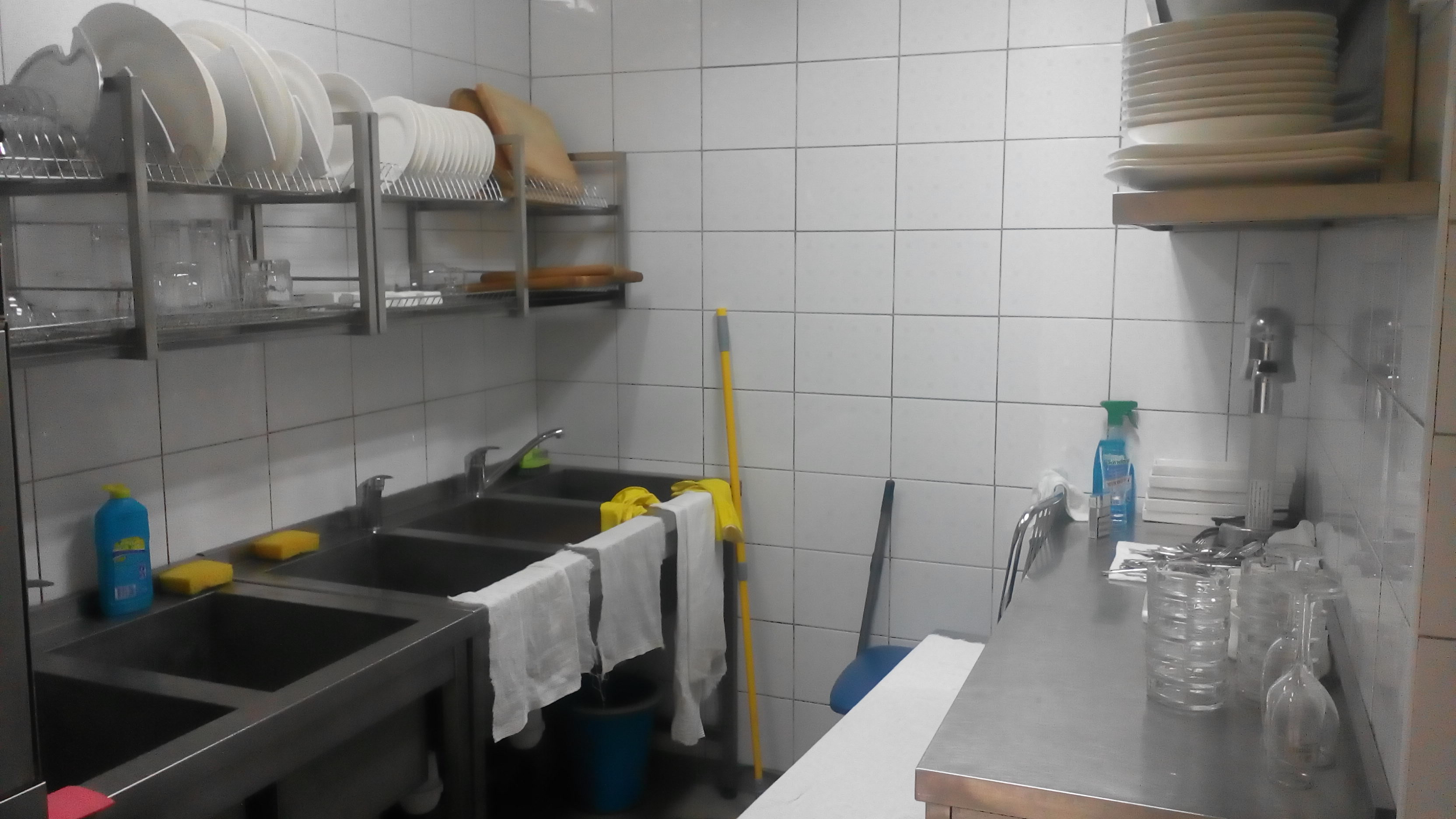 Фото Мойка посуды в ресторане. Фото после. Час времени.