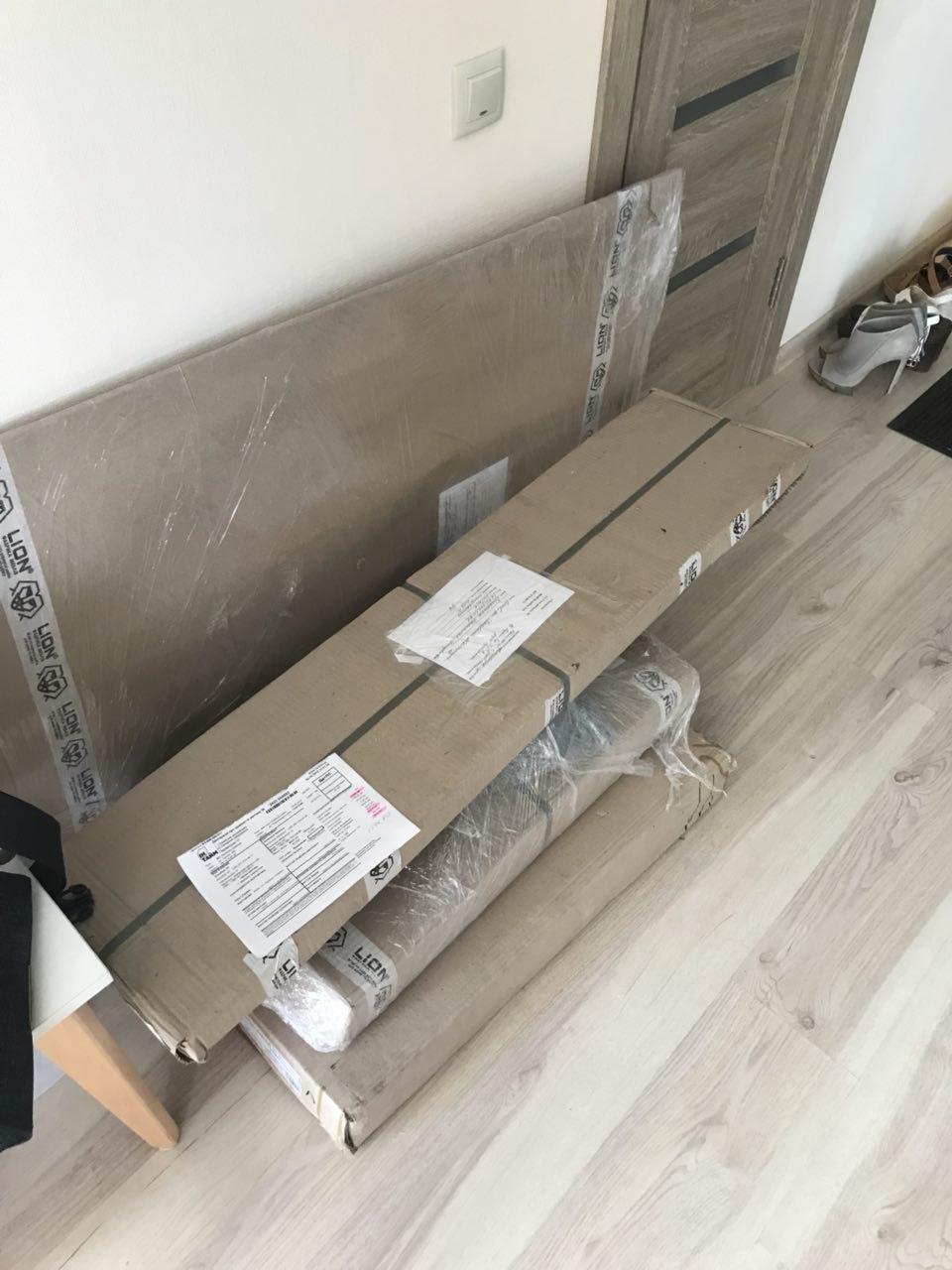 Фото Комплектующие для сборки мебели перед началом работ.