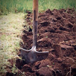 Перекапывание огорода вручную