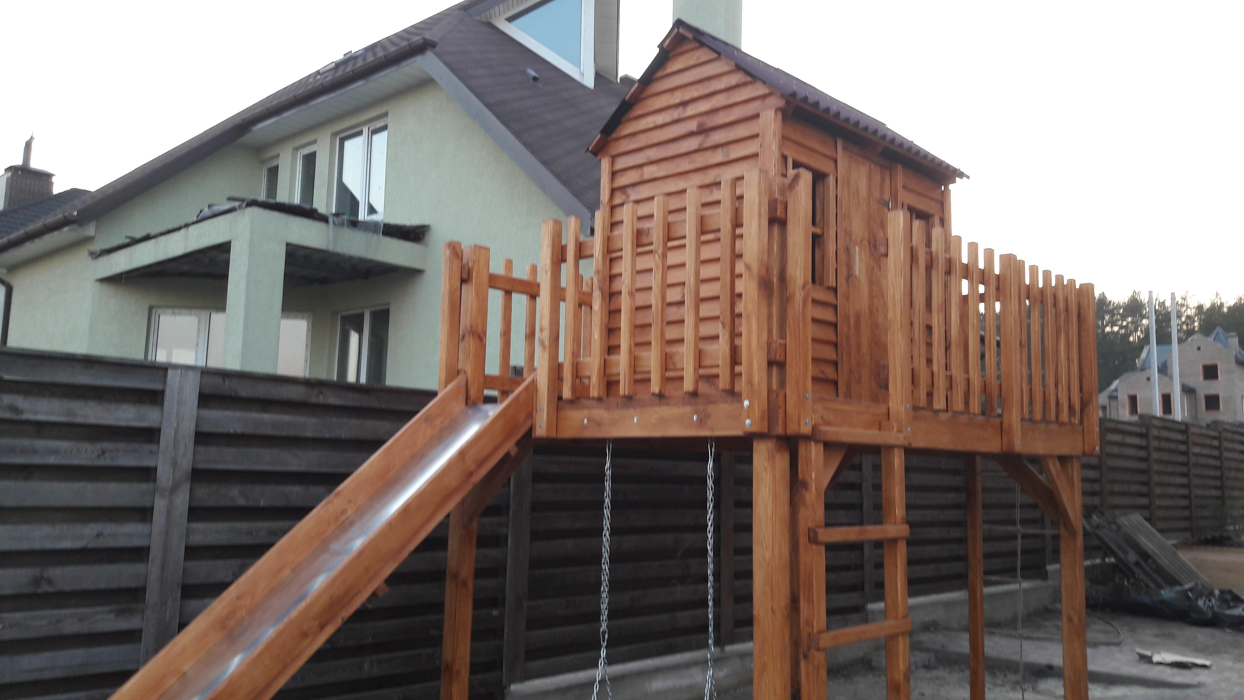 Фото Детская площадка из дерева . Была выполнена  вместе с изготовлением за  20 дней.