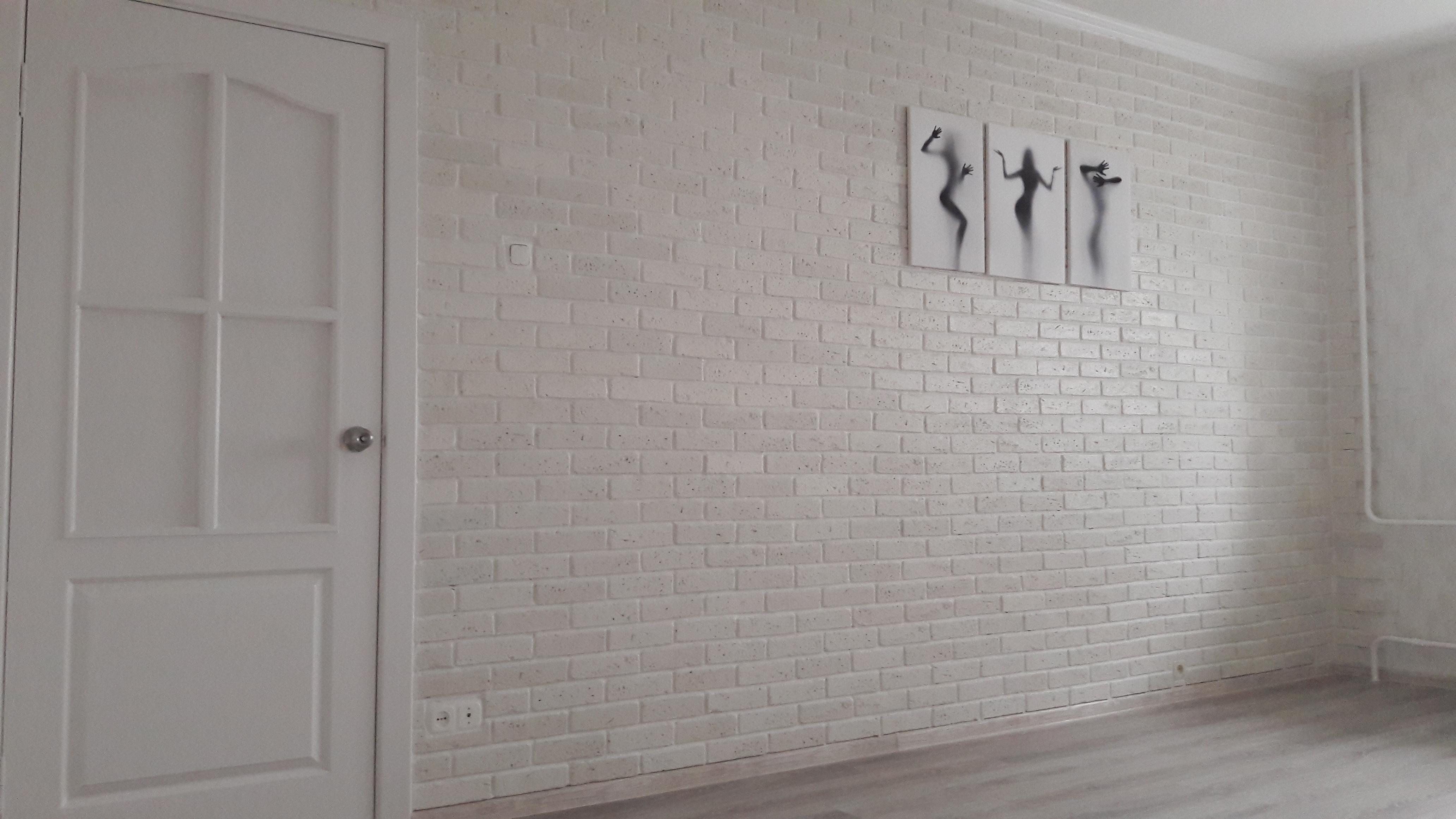 Фото Отделка стены декоративным камнем под кирпич.