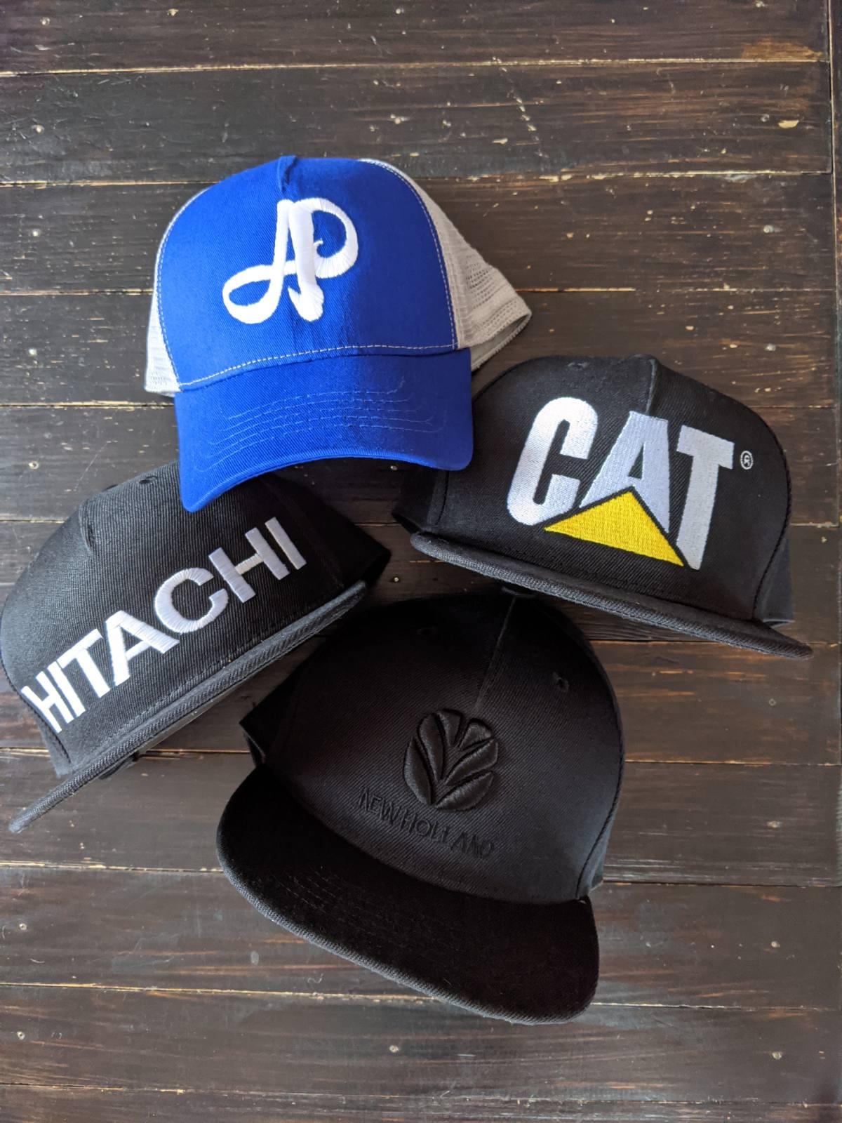 Фото Машинная вышивка на кепках, шапках, панамах 1