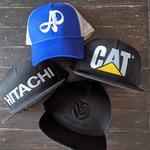 Машинная вышивка на кепках, шапках, панамах