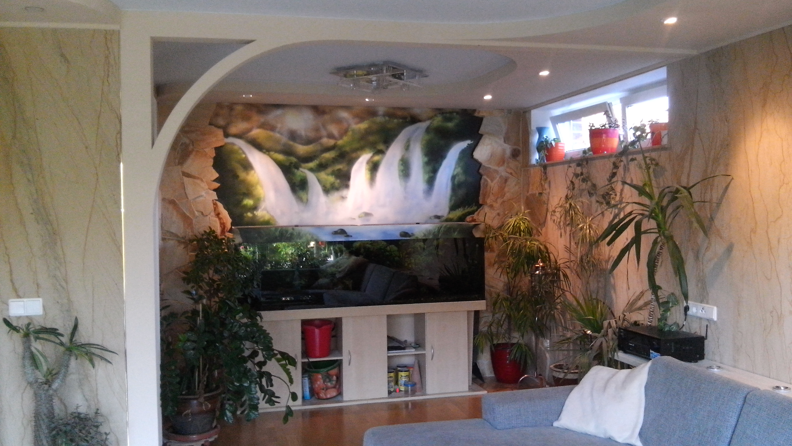 Фото Отделка гостинной с пределом на дом.кинотеатр и зеленую зону
