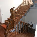 Монтаж деревянной лестницы,установка дверей,окон,обшивка  деревянной вагонкой.