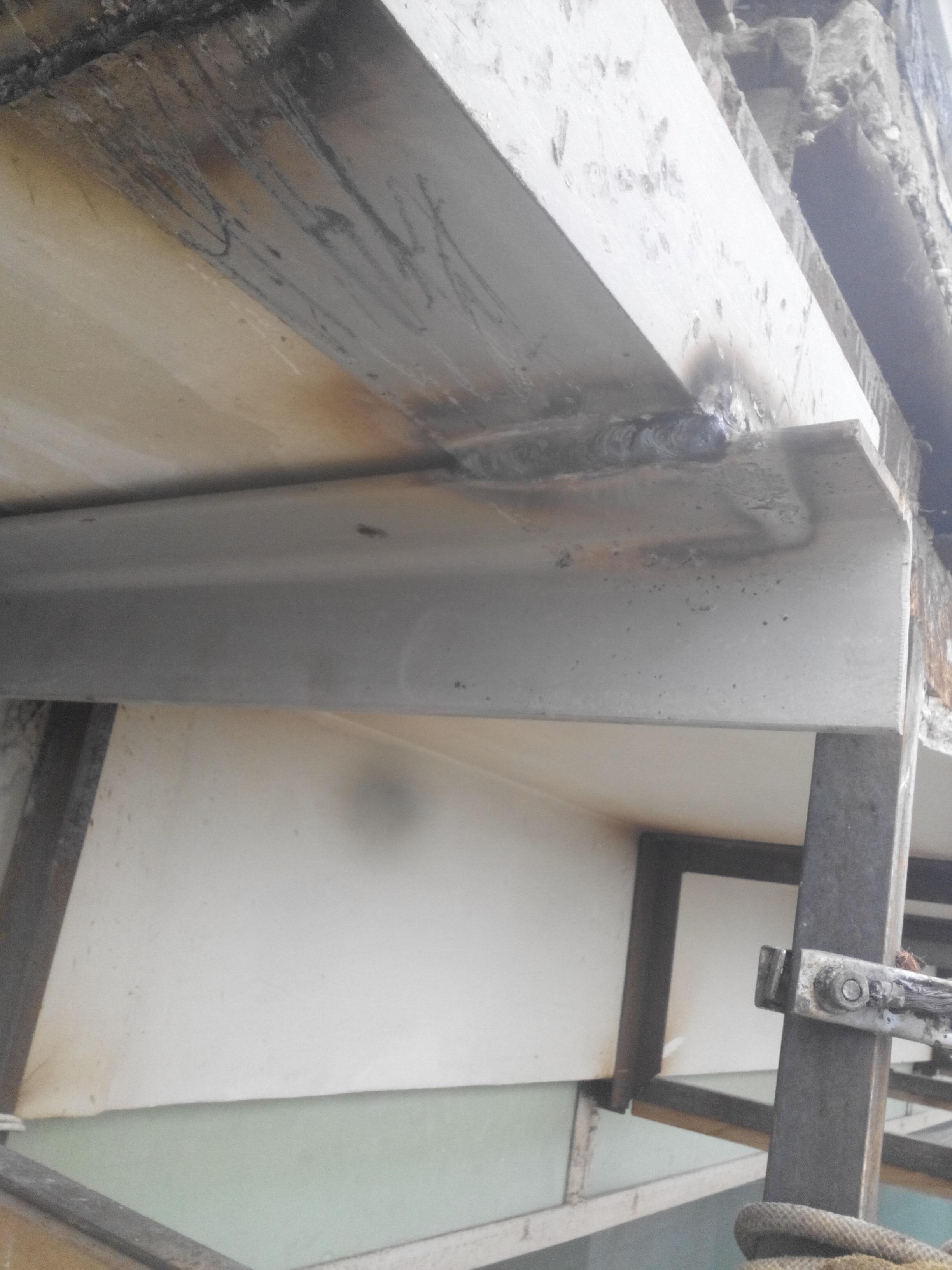 Фото Сварочные швы после установки к плите фасада