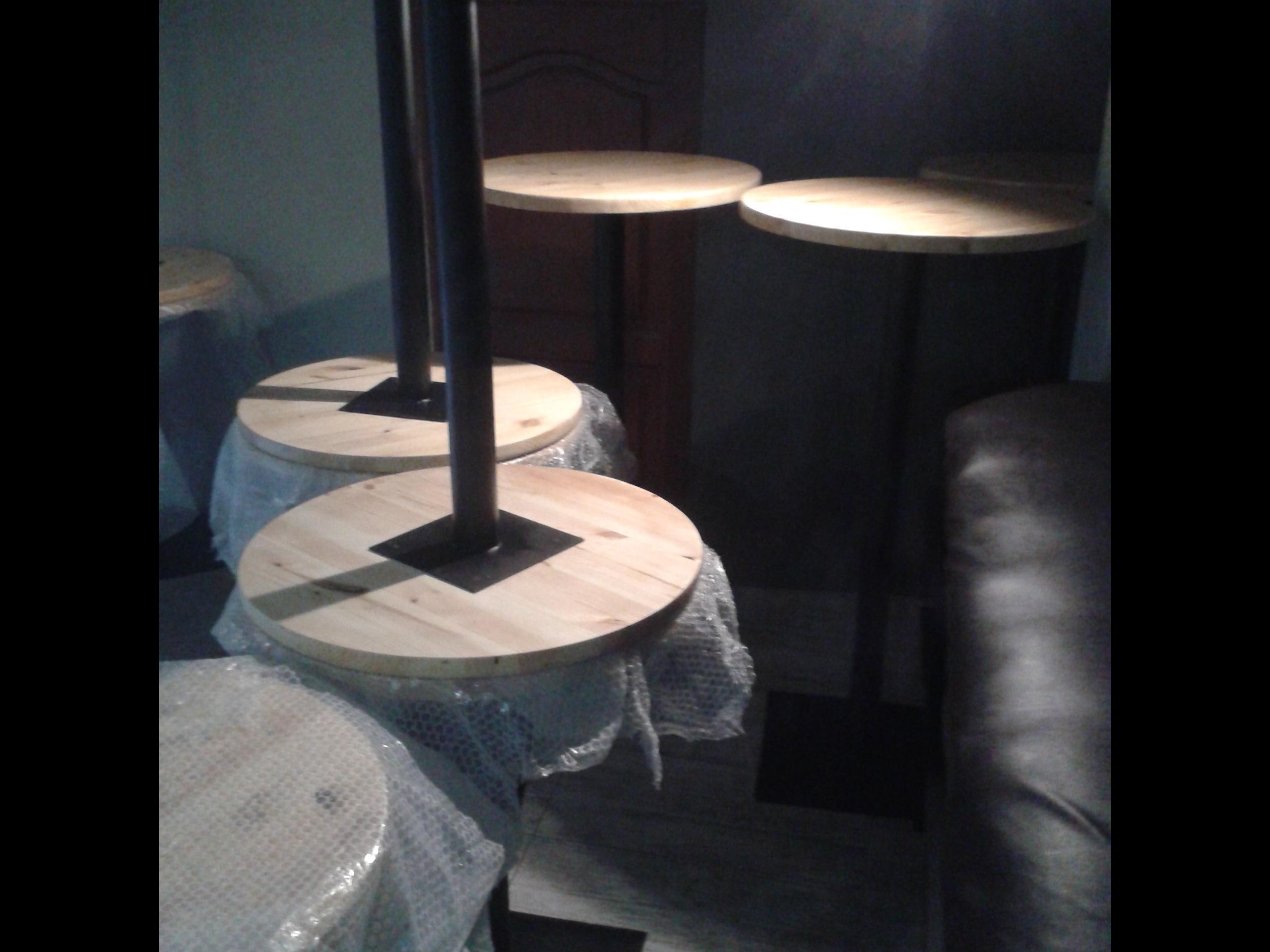 Фото Изготовление столов.диаметром стол.  600 мм толщина стол.30 мм  высота ножки 750 мм. варианты ножек и диаметров стол. на ваш выбор.  стоимость от 2500 грн за 1 шт.