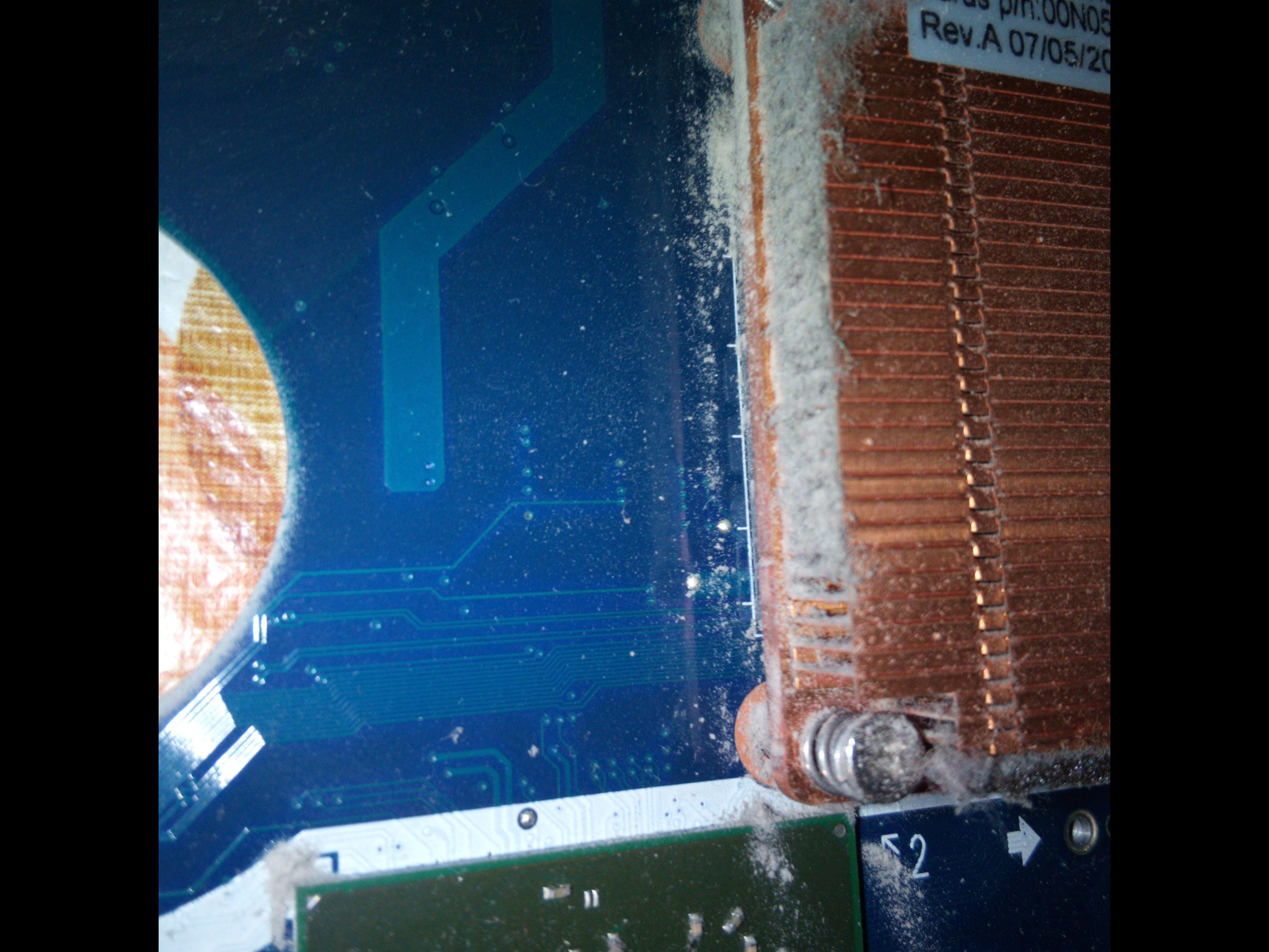 Фото Очистив пил та замінив термопасту в охолодженні ноутбука.
