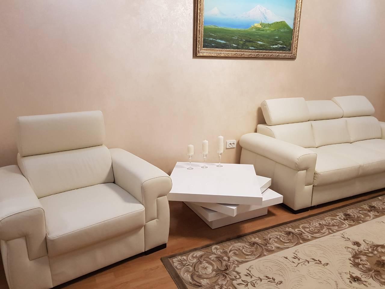 Фото Комплект кожаной мебели диван и два кресла  3