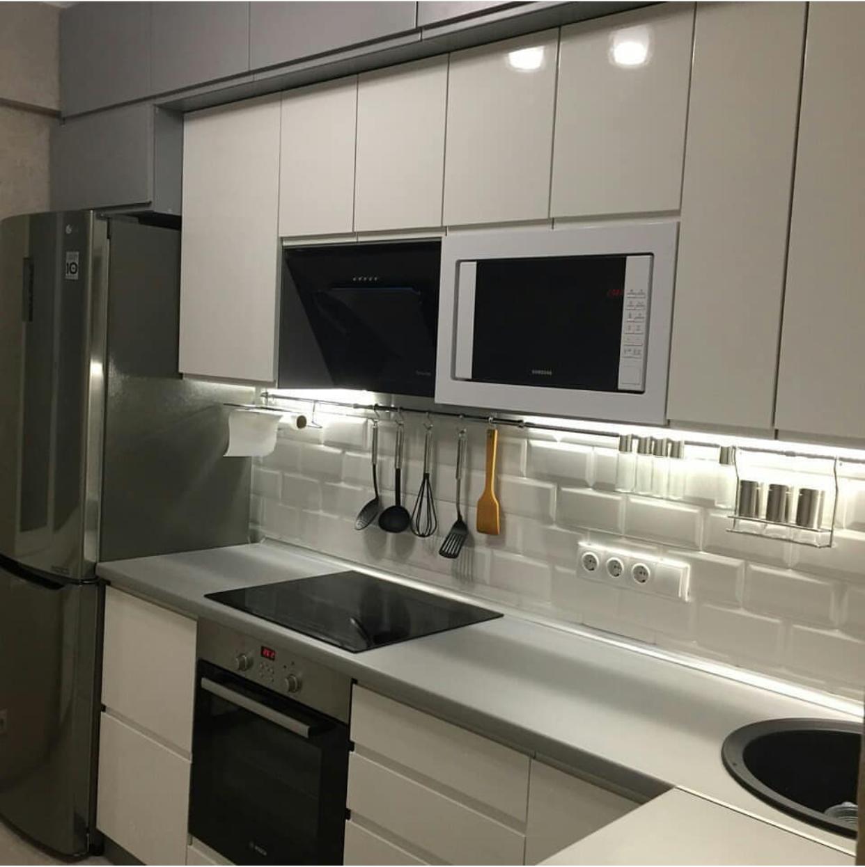 Фото Серо-белая кухня