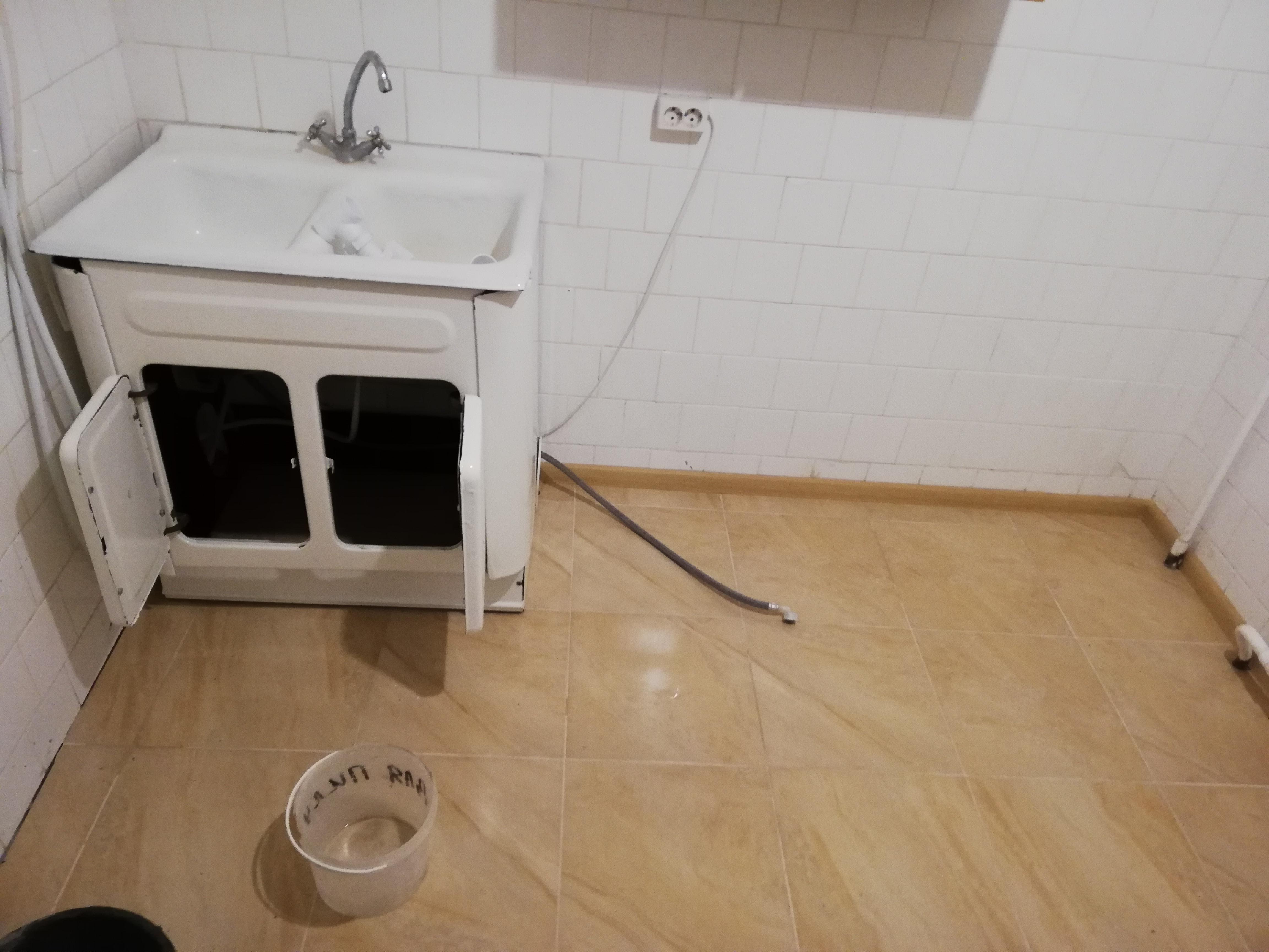Фото Укладка плитки на пол, с заливкой черновой стяжки.