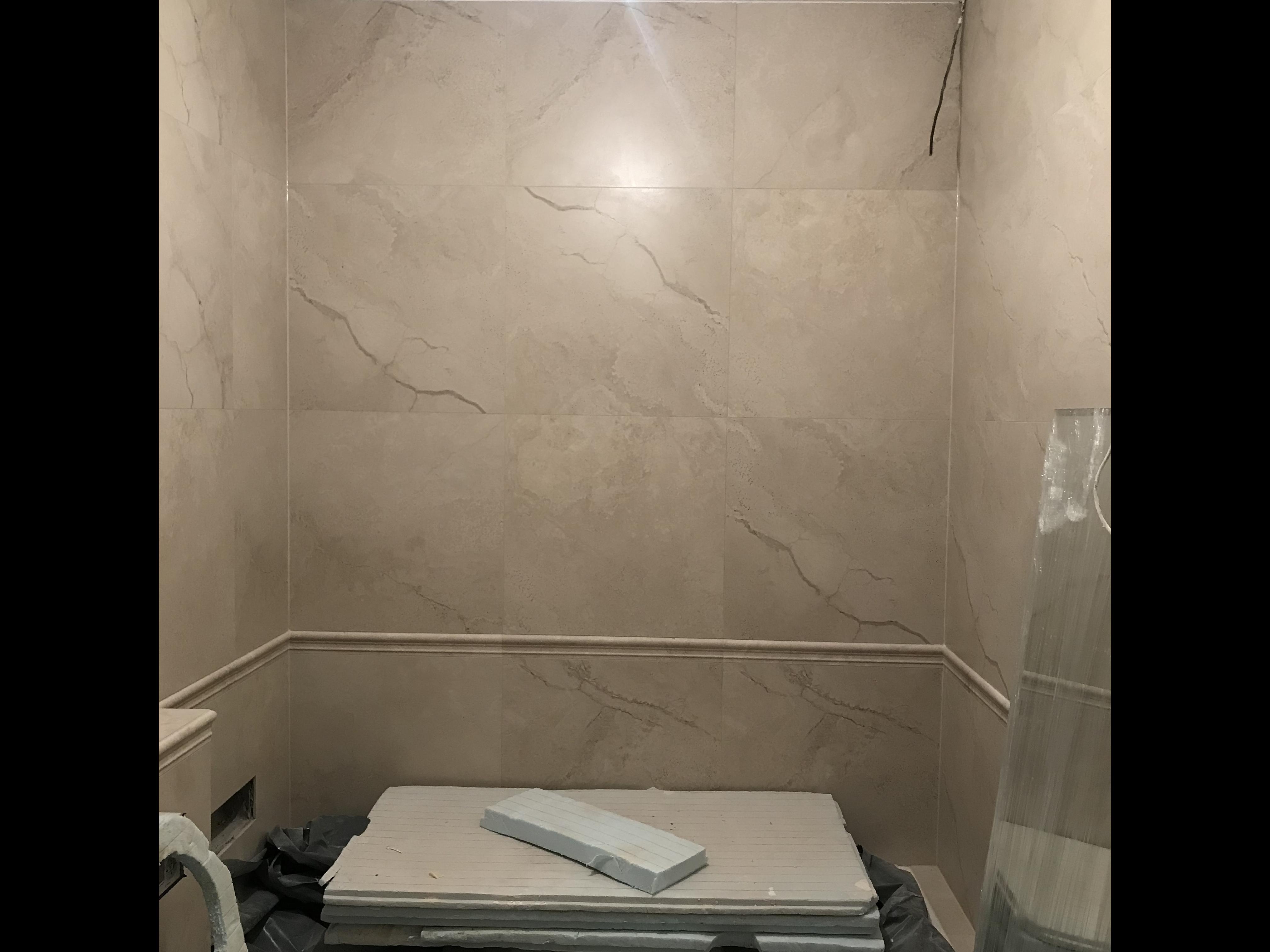 Фото Мраморна плитка з підрізами під 90.