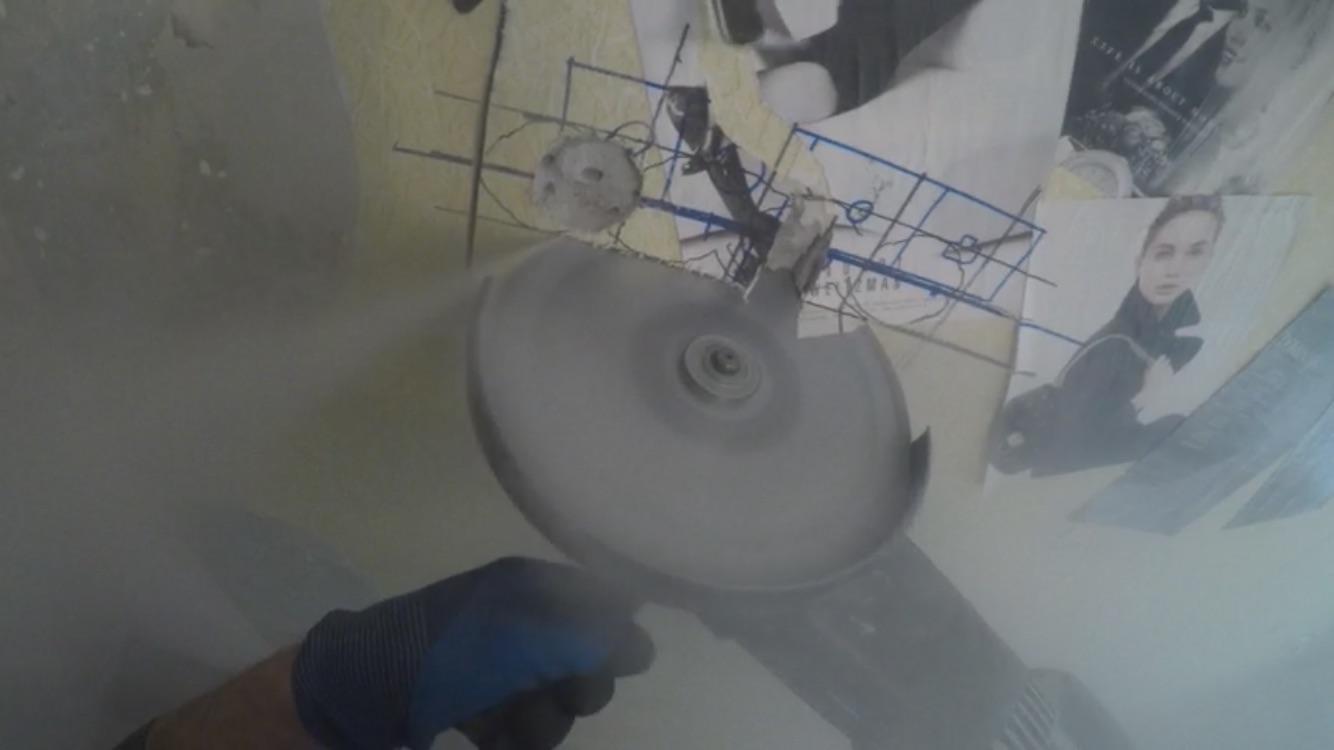 Фото Резка отверстий под подразетники в бетоне