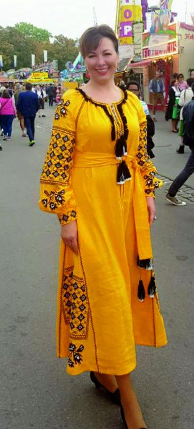 Фото Машинная вышивка и пошив платья.