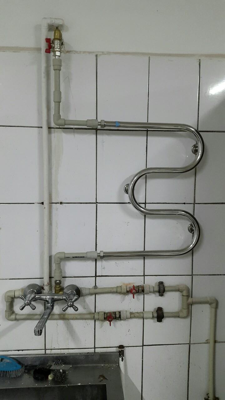 Фото Установка полотенцесушитель в цех.