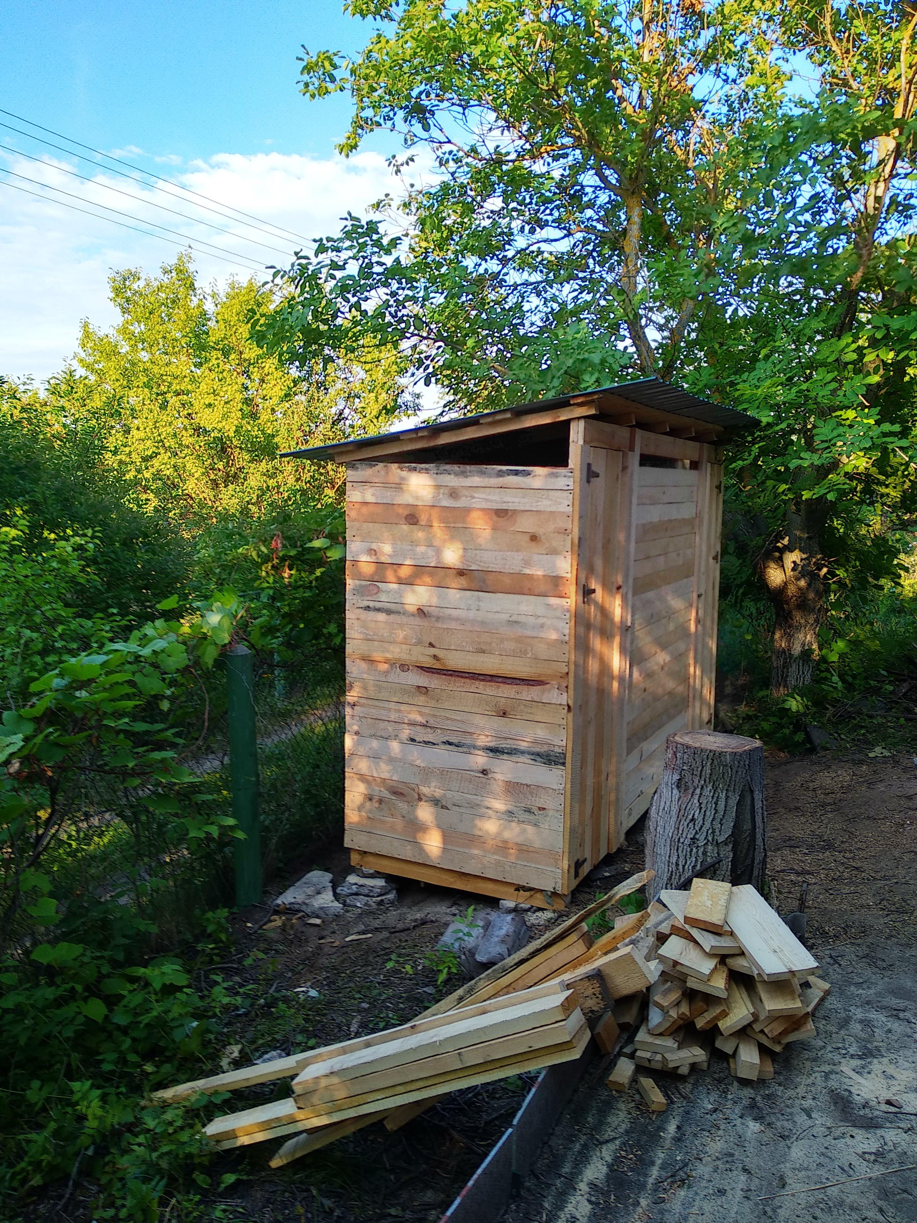 Фото строительство туалета с летним душем с нуля, с копкой ямы 1800мм (под покрышки)