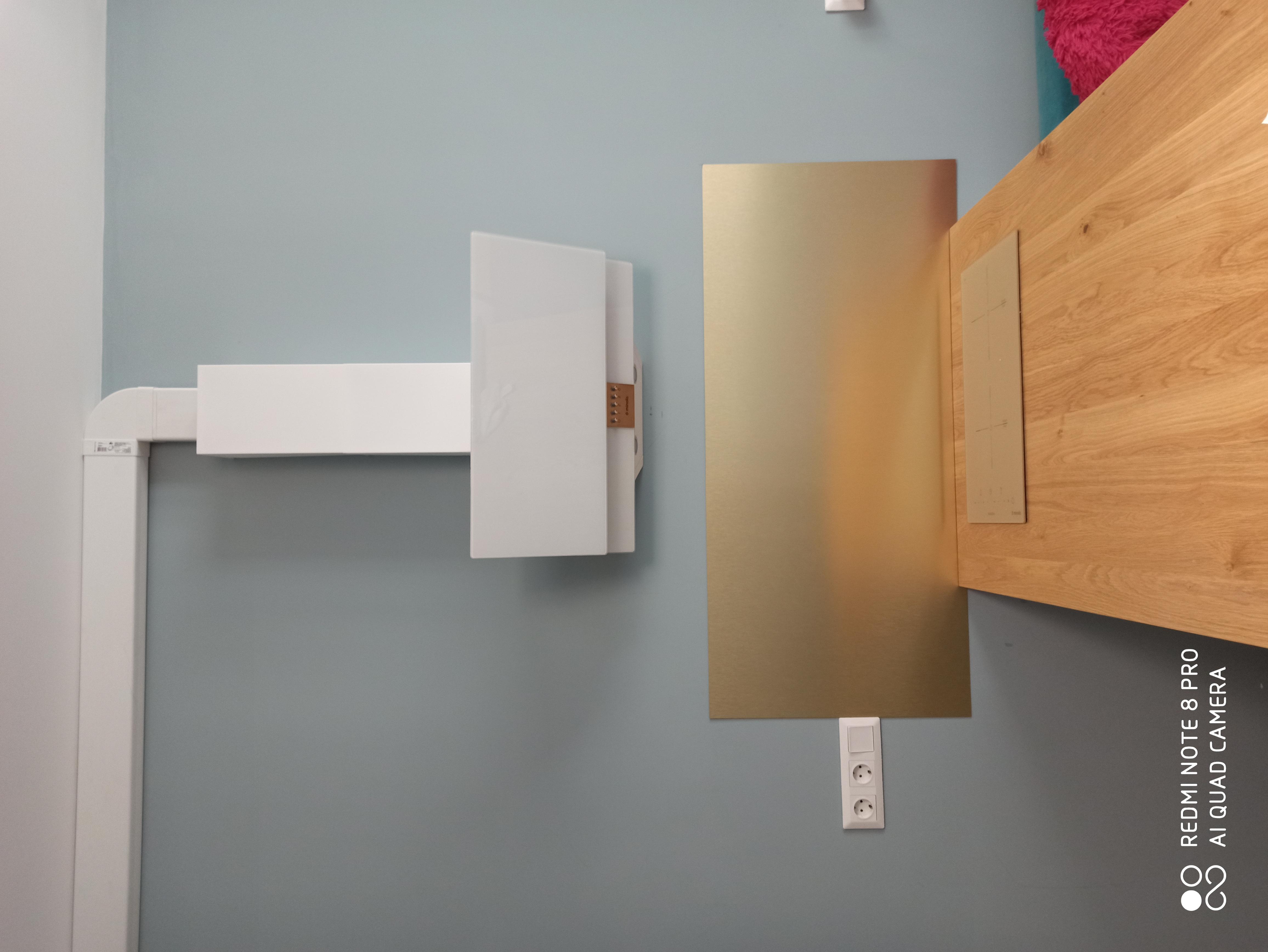 Фото Монтаж вытяжки на стену