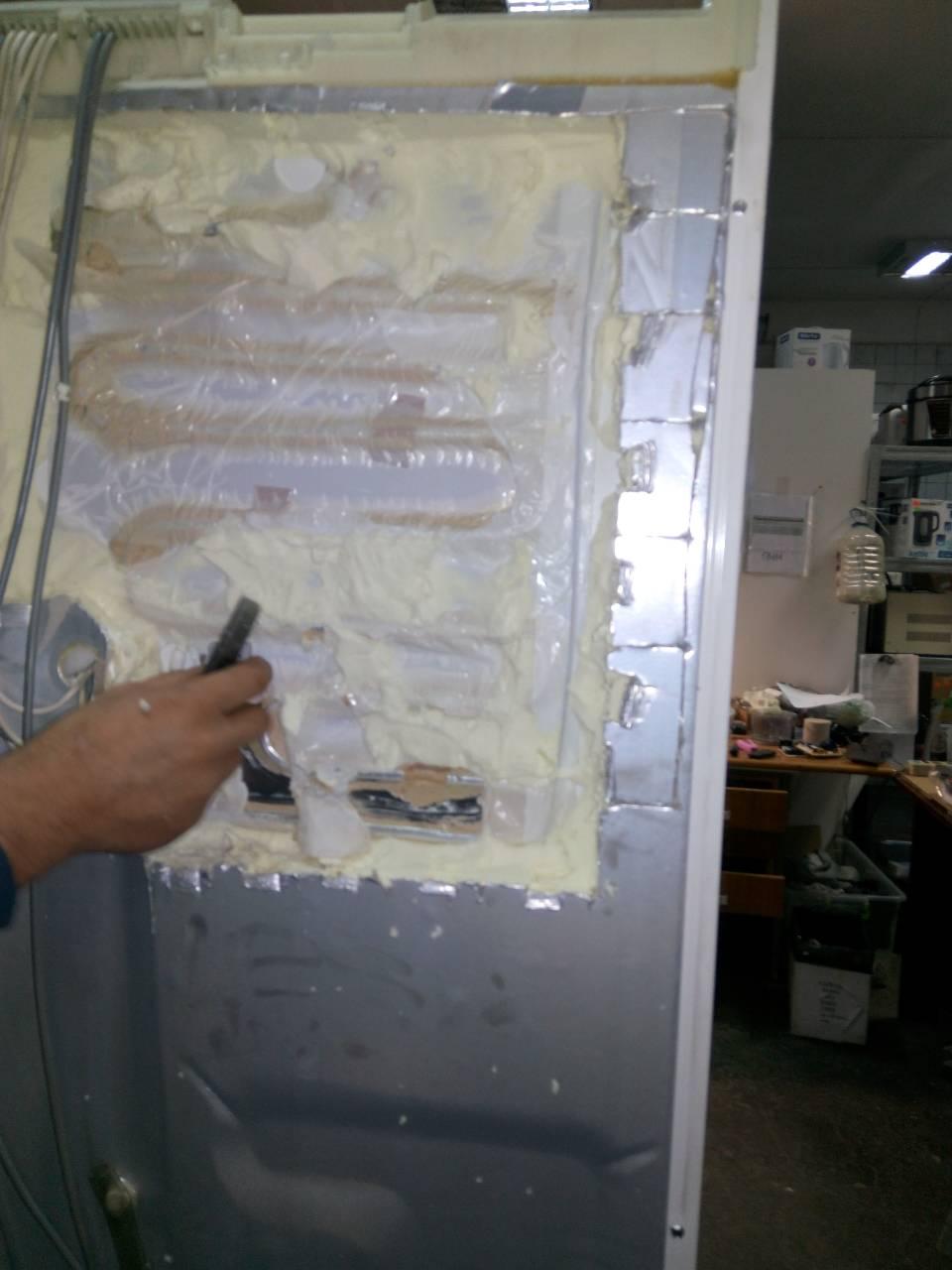 Фото Устранение утечки в запененной части холодильника достаточно кропотливая работа