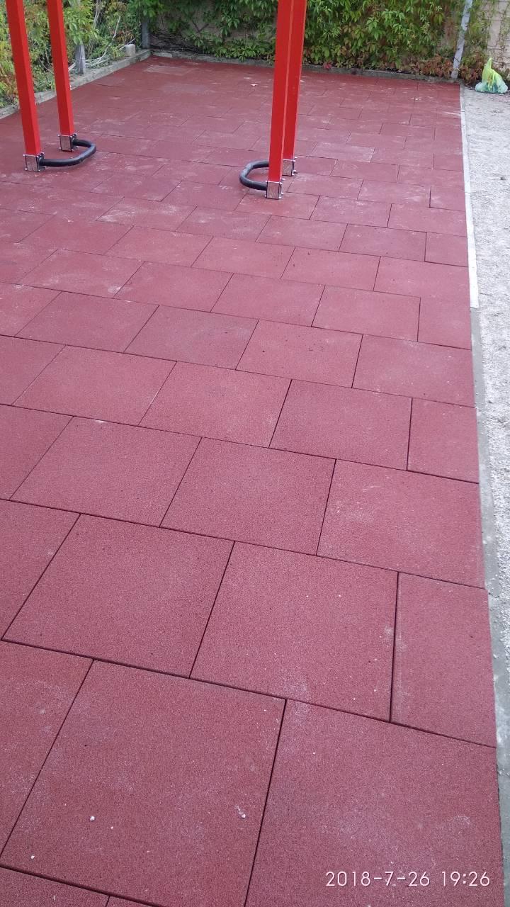 Фото Укладка резиновой модульной тротуарной пластиковой плитки бесшовная наливная резина 2