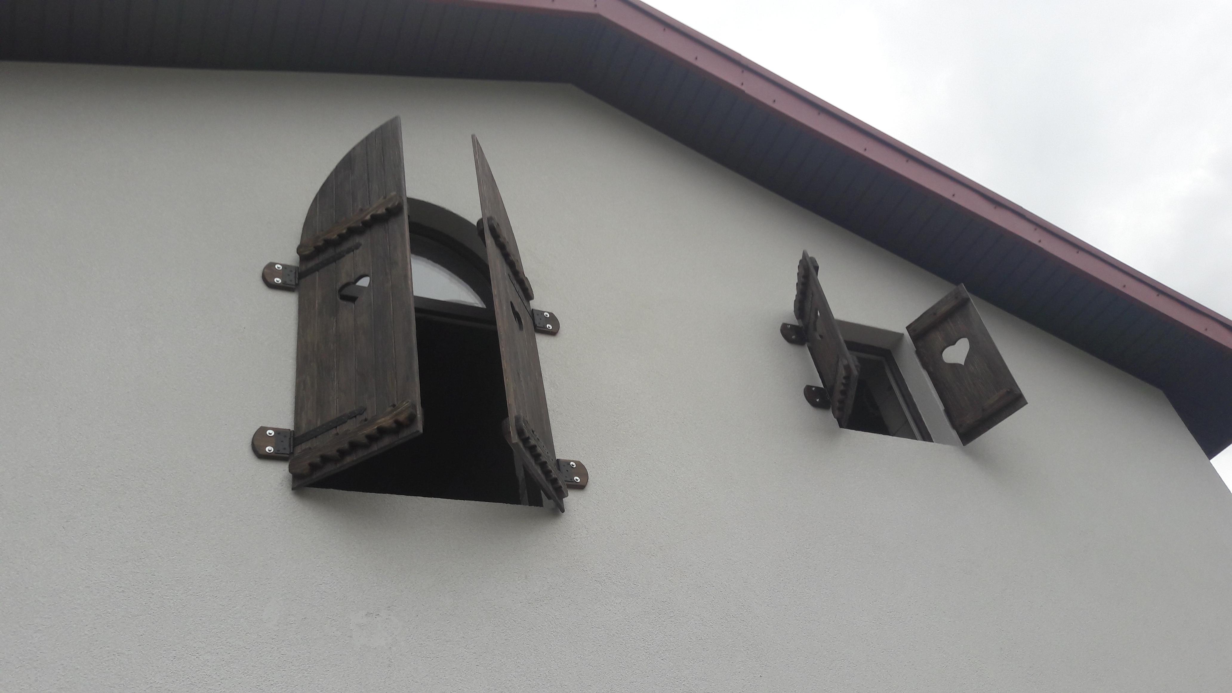 Фото Изготовление и монтаж деревянных ставней под старину.