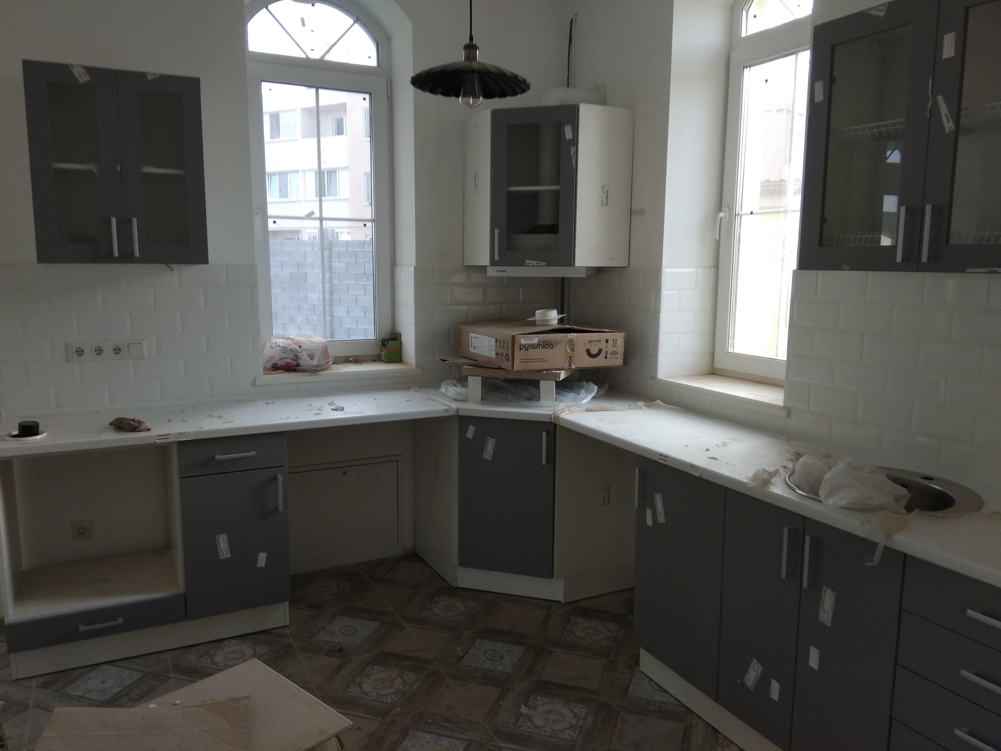 Фото Сборка установка подключение кухни