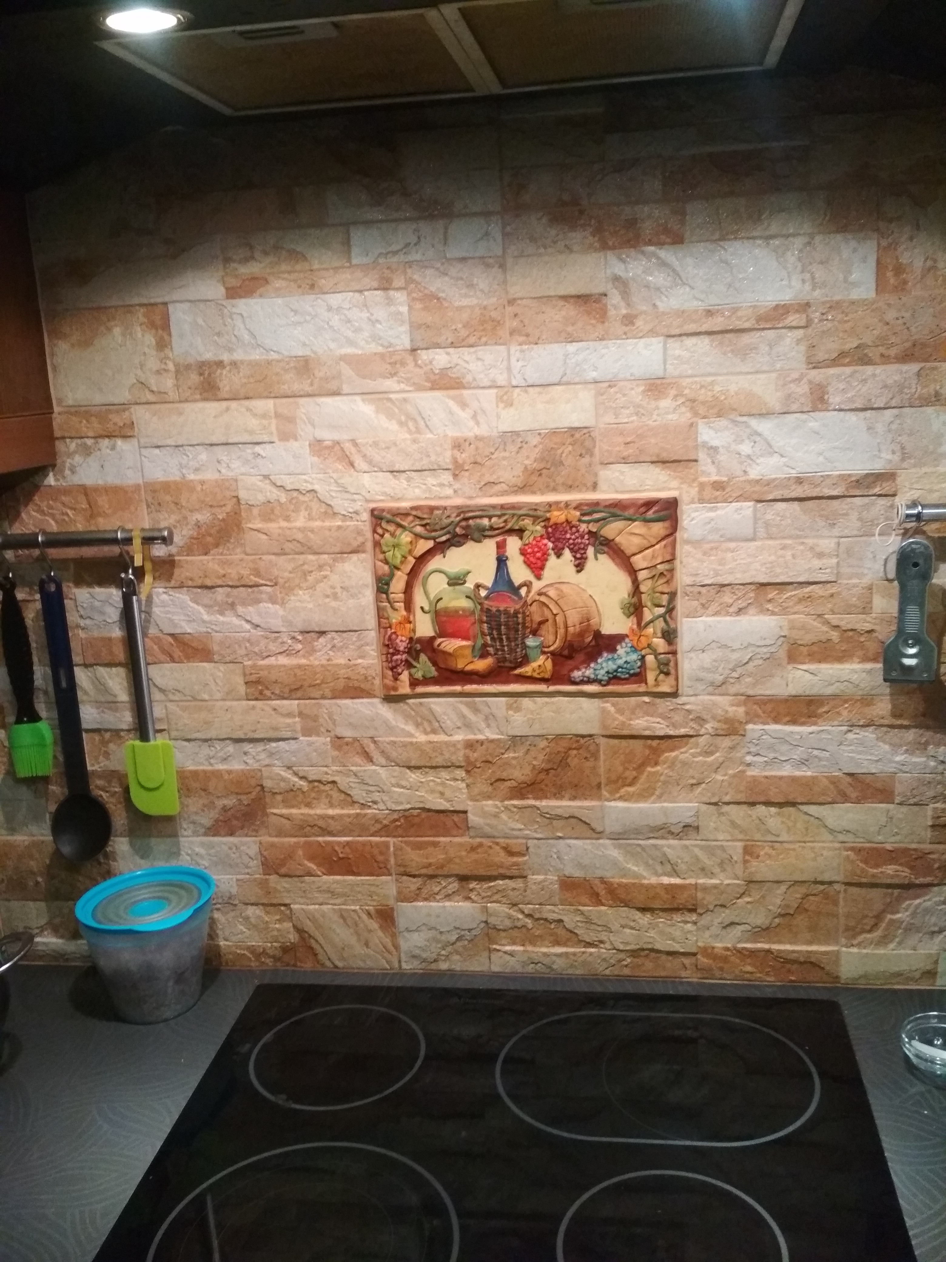 Фото Укладка Плитка  фартук (рабочая поверхность).  Сборка каркасной кухни.