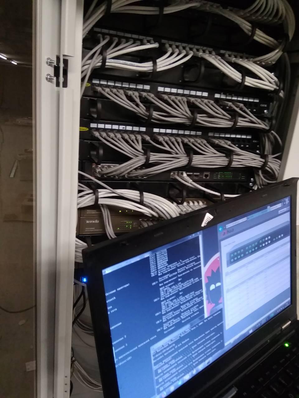 Фото Встановлення шафи для декількох свічів та РОЕ керуванням мережею  WI FI