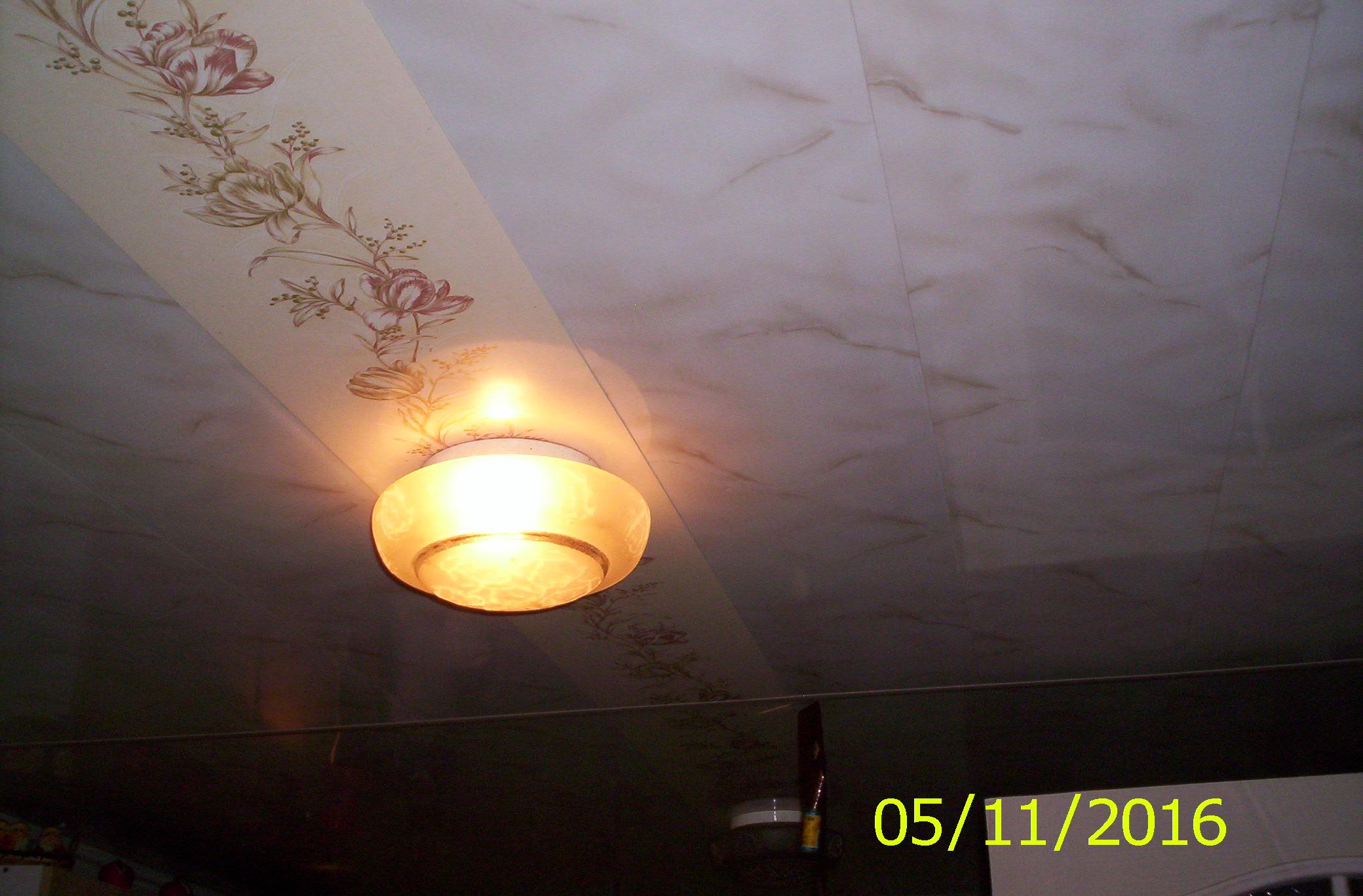 Фото Оформление потолка декоративными панелями. Кухня.