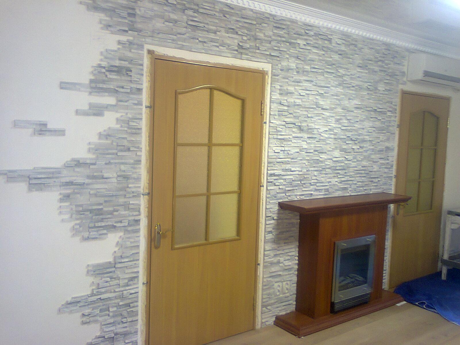 Фото облицовка гипсовой плиткой, покраска стен, багеты...