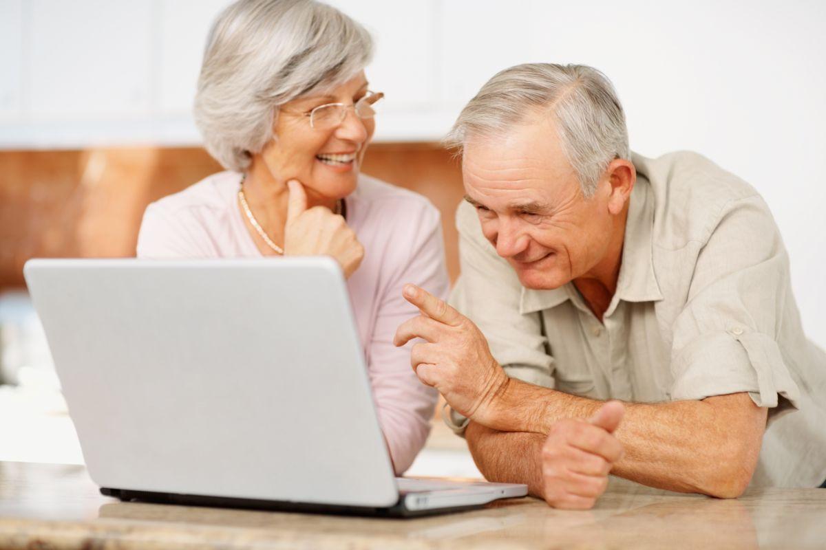 Фото Обучение пожилых людей работе на компьютере 1