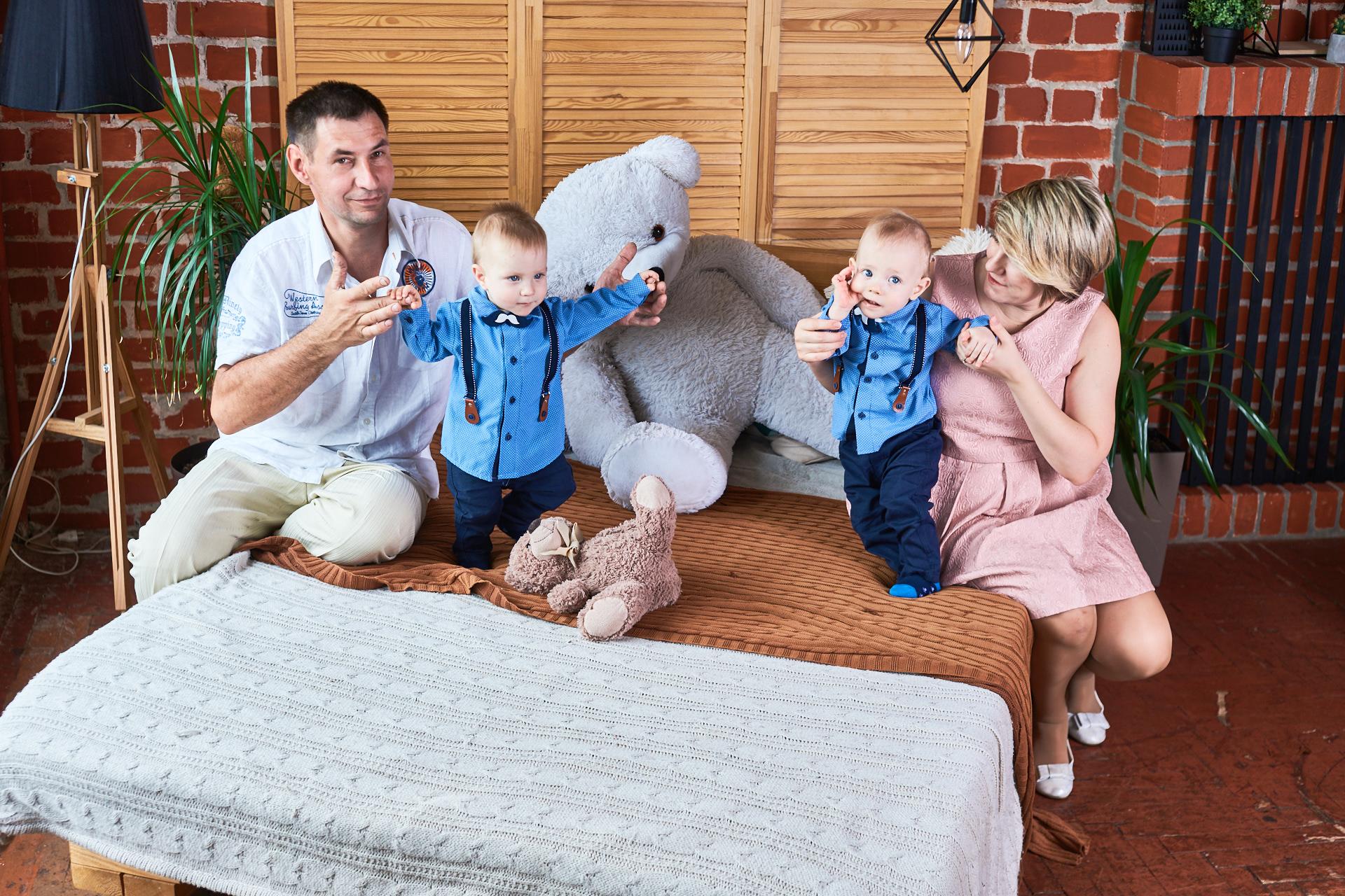 Фото Пример семейной фотосессии в студии