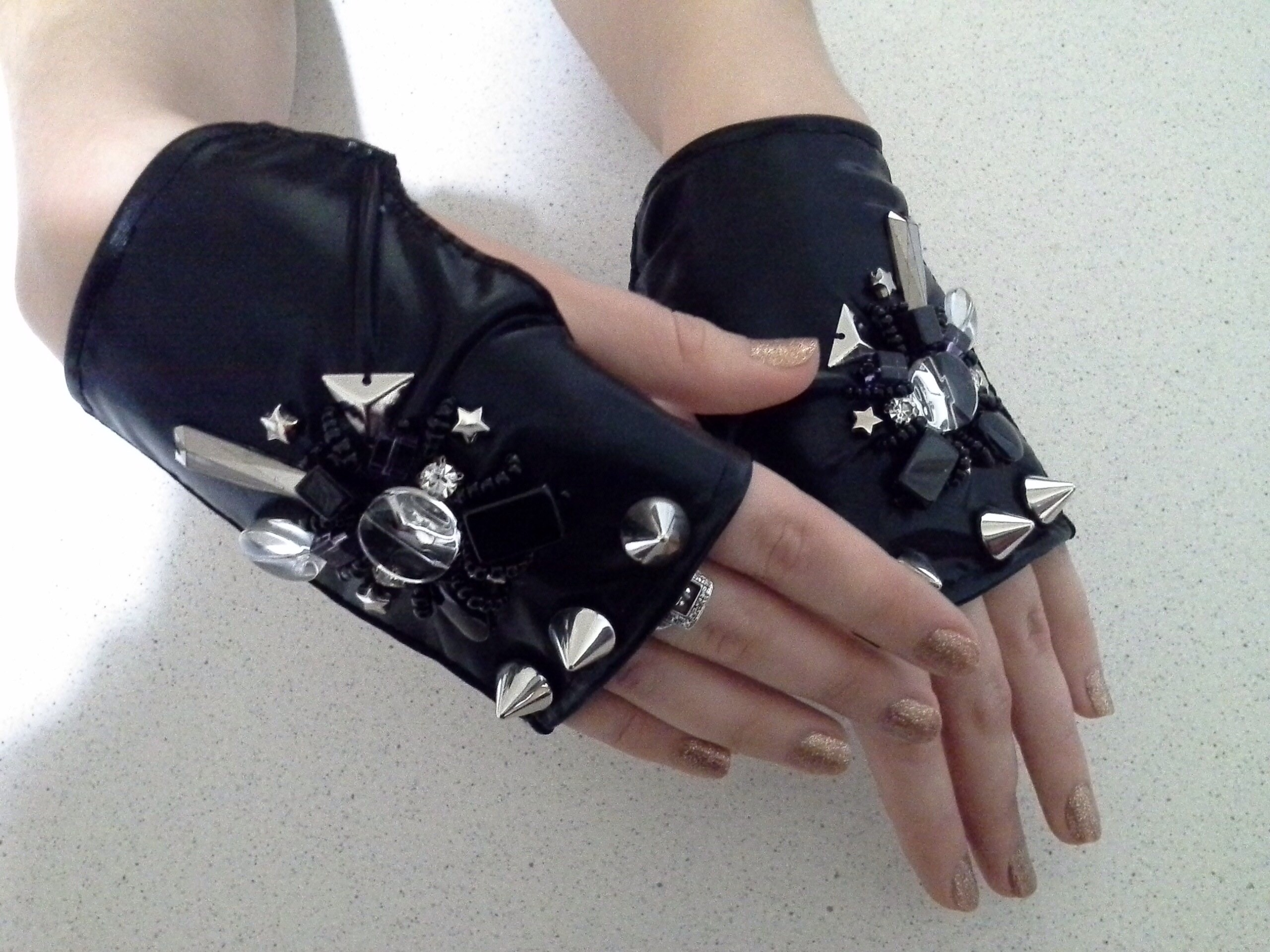 Фото Пошив и декорирование перчаток для выступлений
