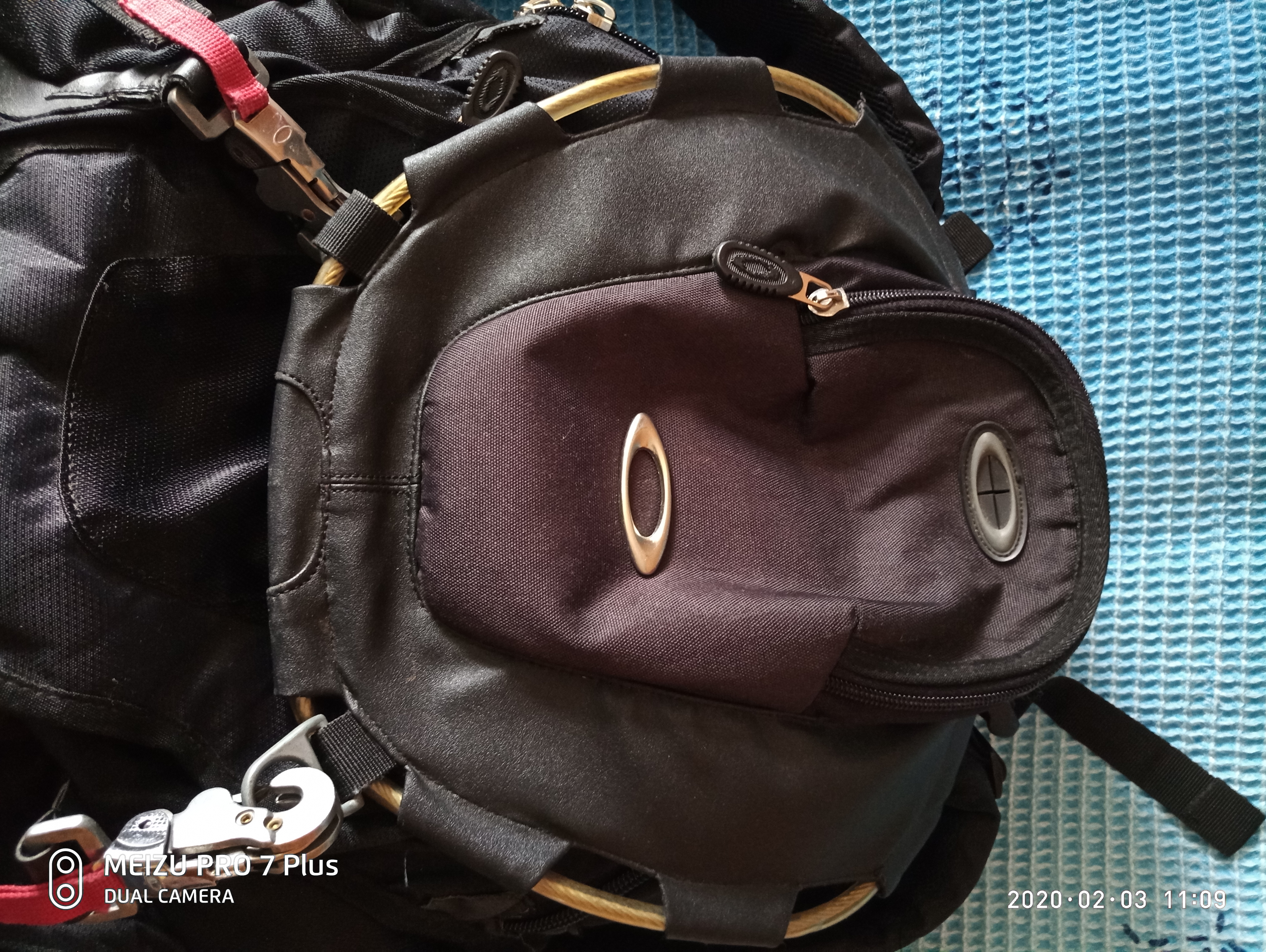 Фото Ремонт рюкзака ,замена молний,бегунков,укрепили крепления,зашиты порванные места и другие мелкие работы
