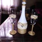 свадебные бокалы и бутылку
