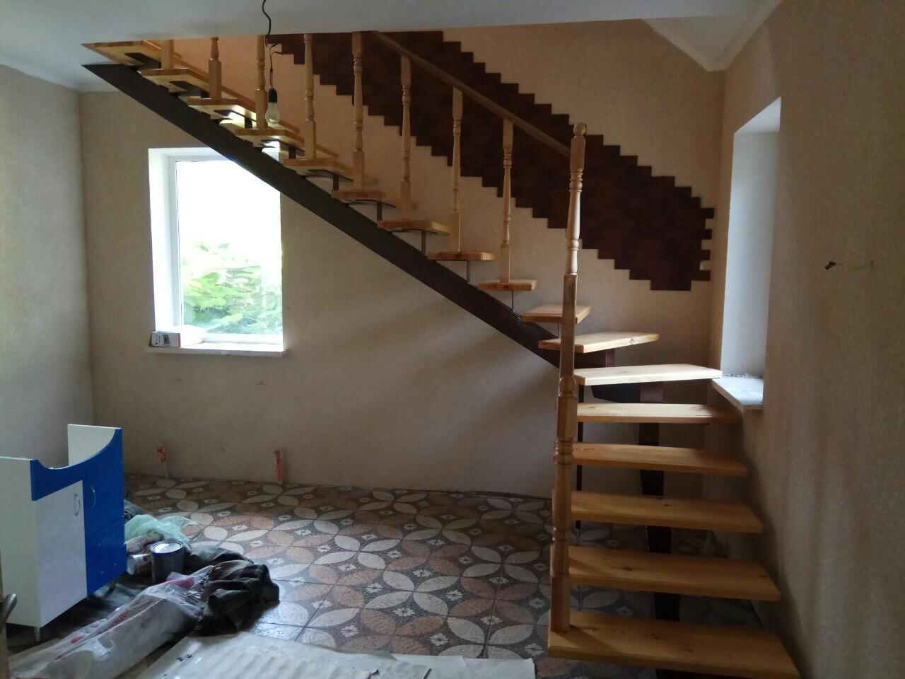 Фото Сварная лестница обложенная деревом