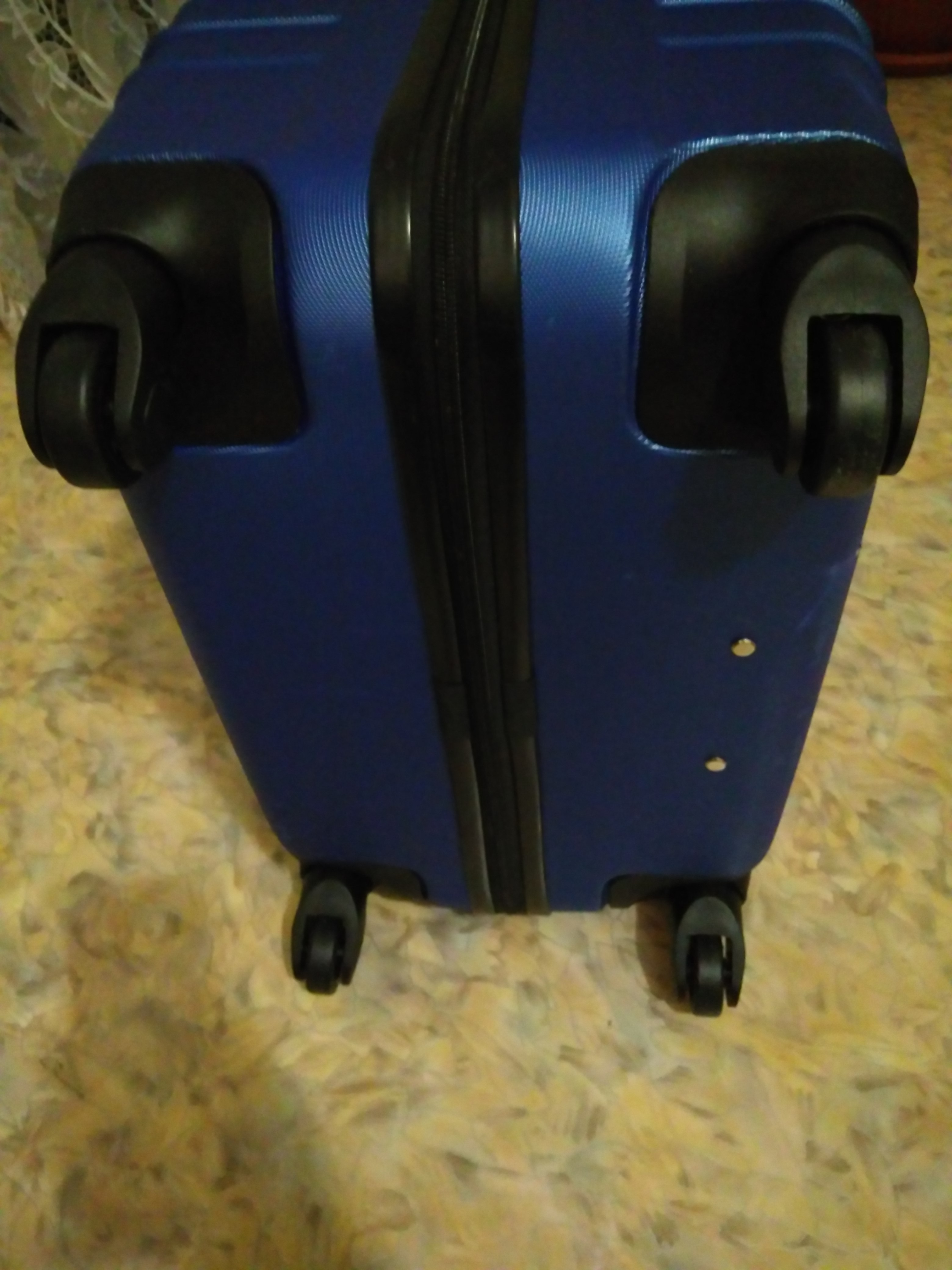 Фото Ремонт чемодана, замена колёс