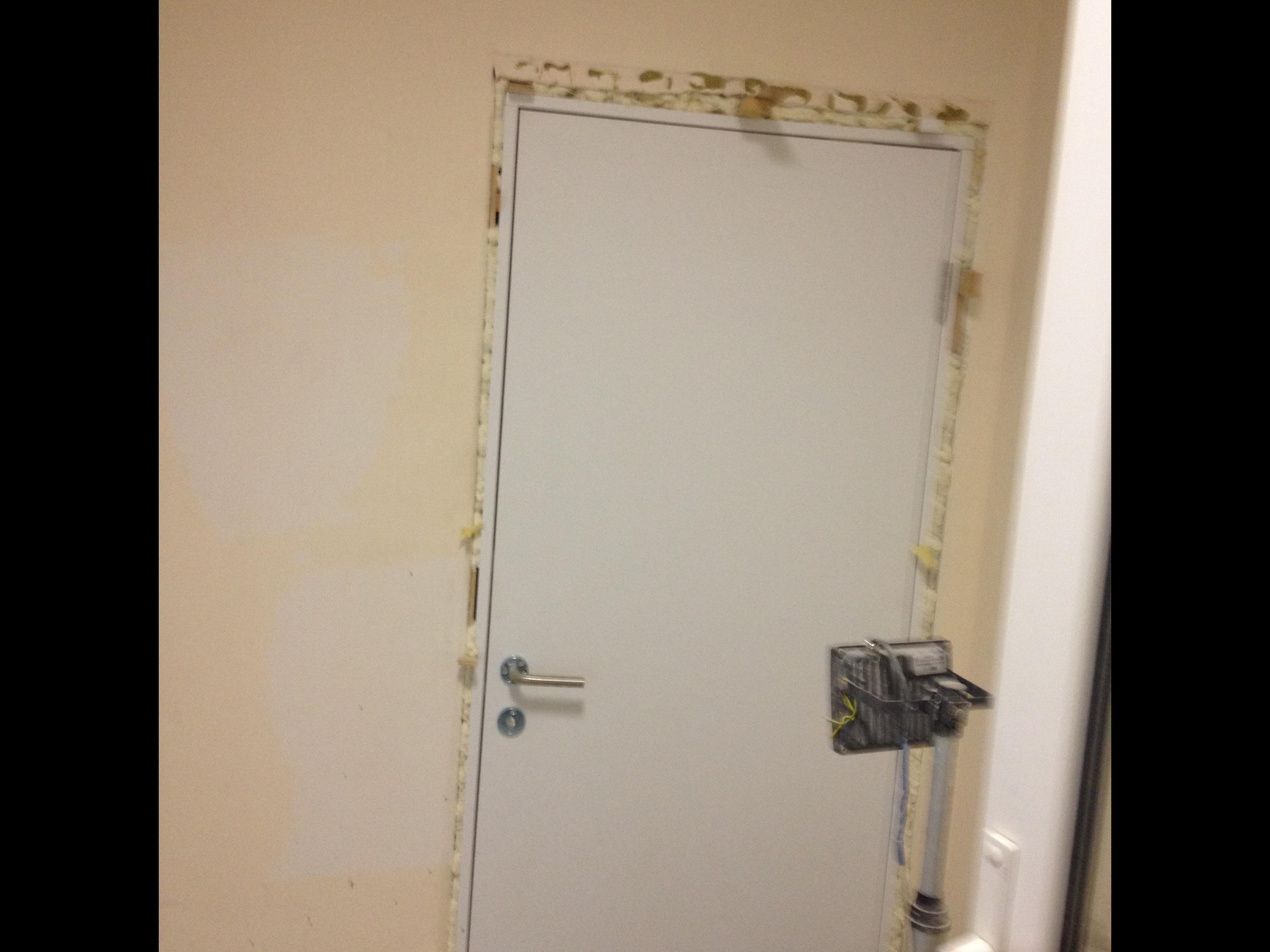 Фото Установка 8-и дверей,врезка замков и петель