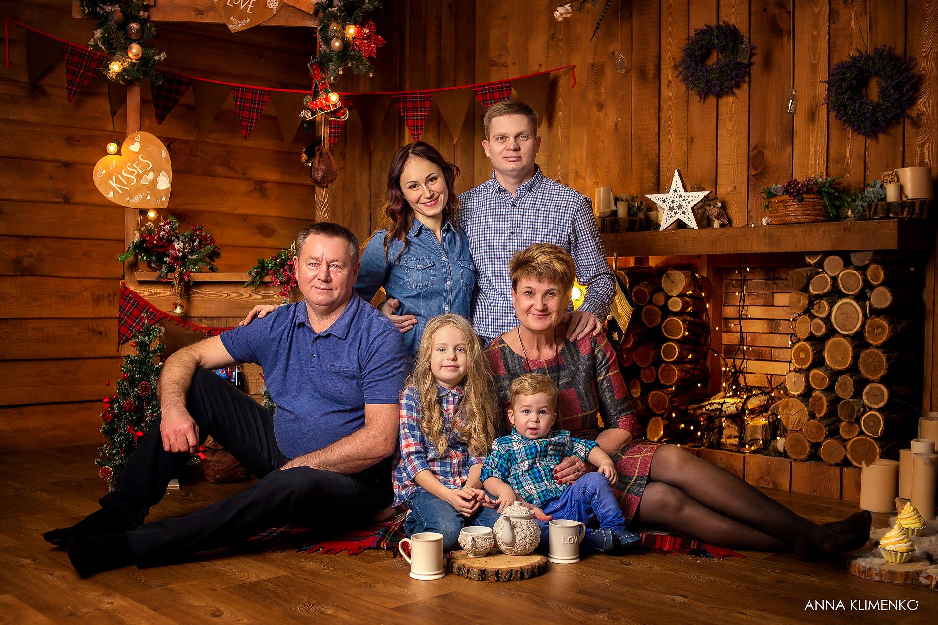 Фото Новогодняя семейная фотосессия в фотостудии