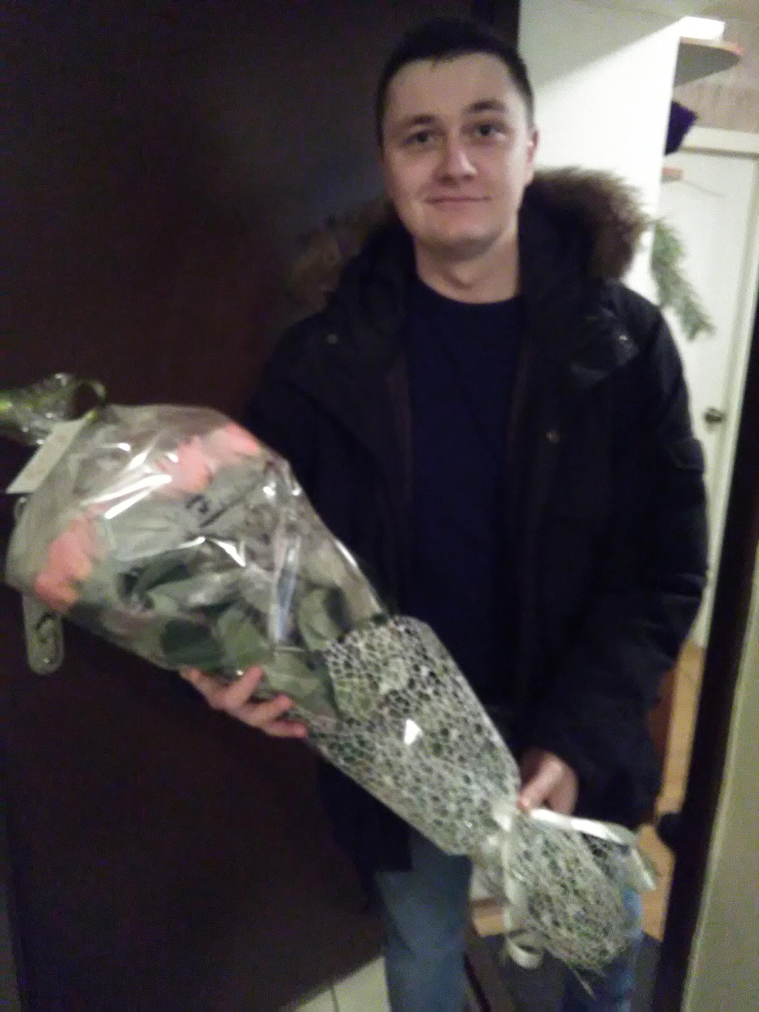 Фото Поставленная задача встретить посылку на автовокзале букет цветов и доставить по адресу время доставки за 45 минут